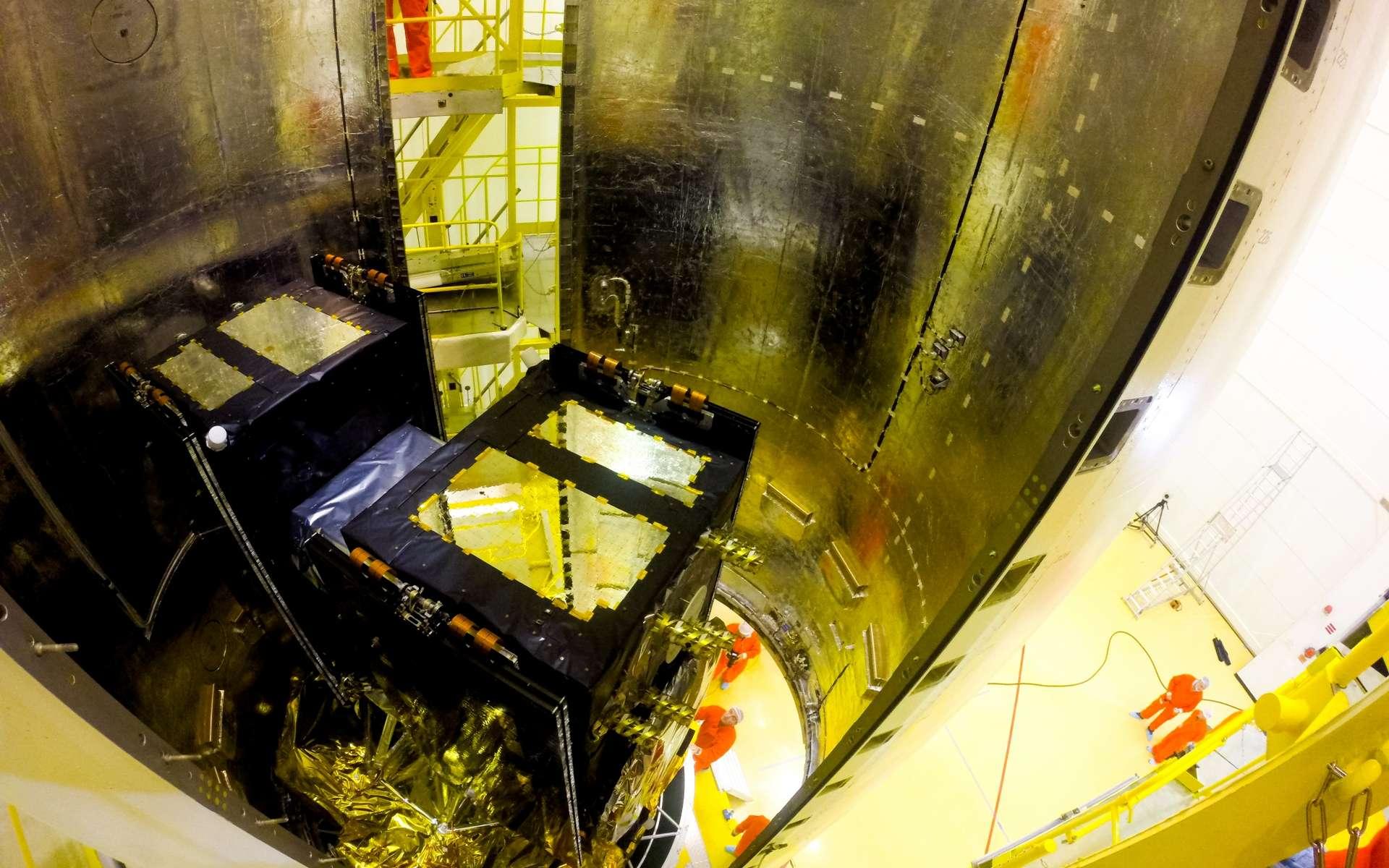 Les deux satellites Galileo 9 et 10 dans la coiffe du lanceur Soyouz. © Esa, M. Pedoussaut, 2015