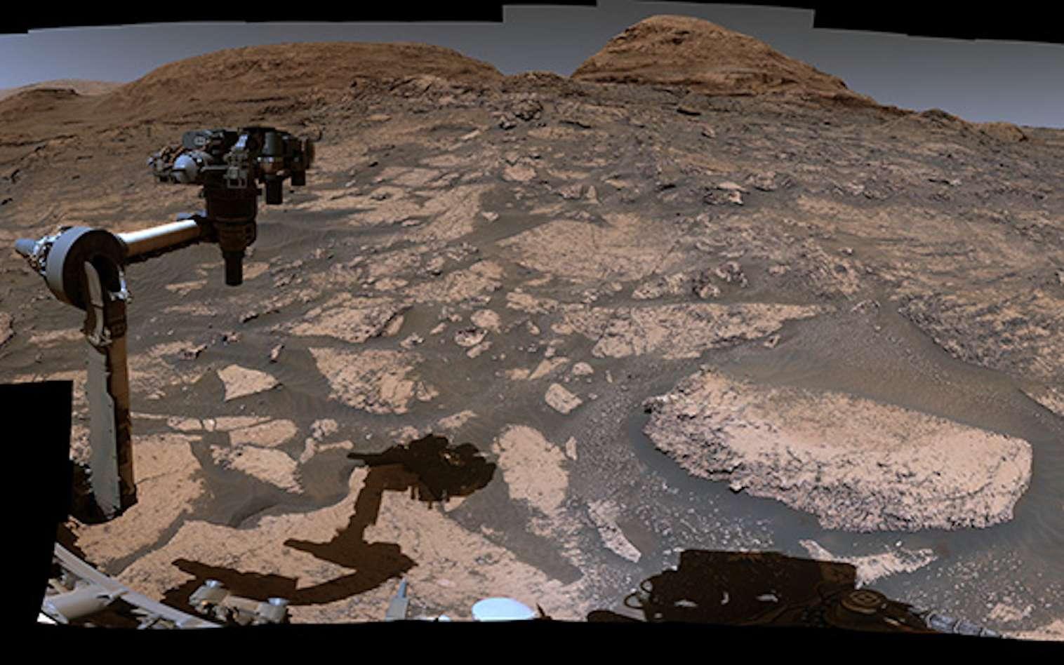 Le 3 juillet 2021, près de neuf ans après s'être posé à la surface de Mars, le rover de la Nasa Curiosity renvoyait vers la Terre les 129 images qui ont permis de construire ce magnifique panorama. © Nasa, JPL-Caltech, MSSS