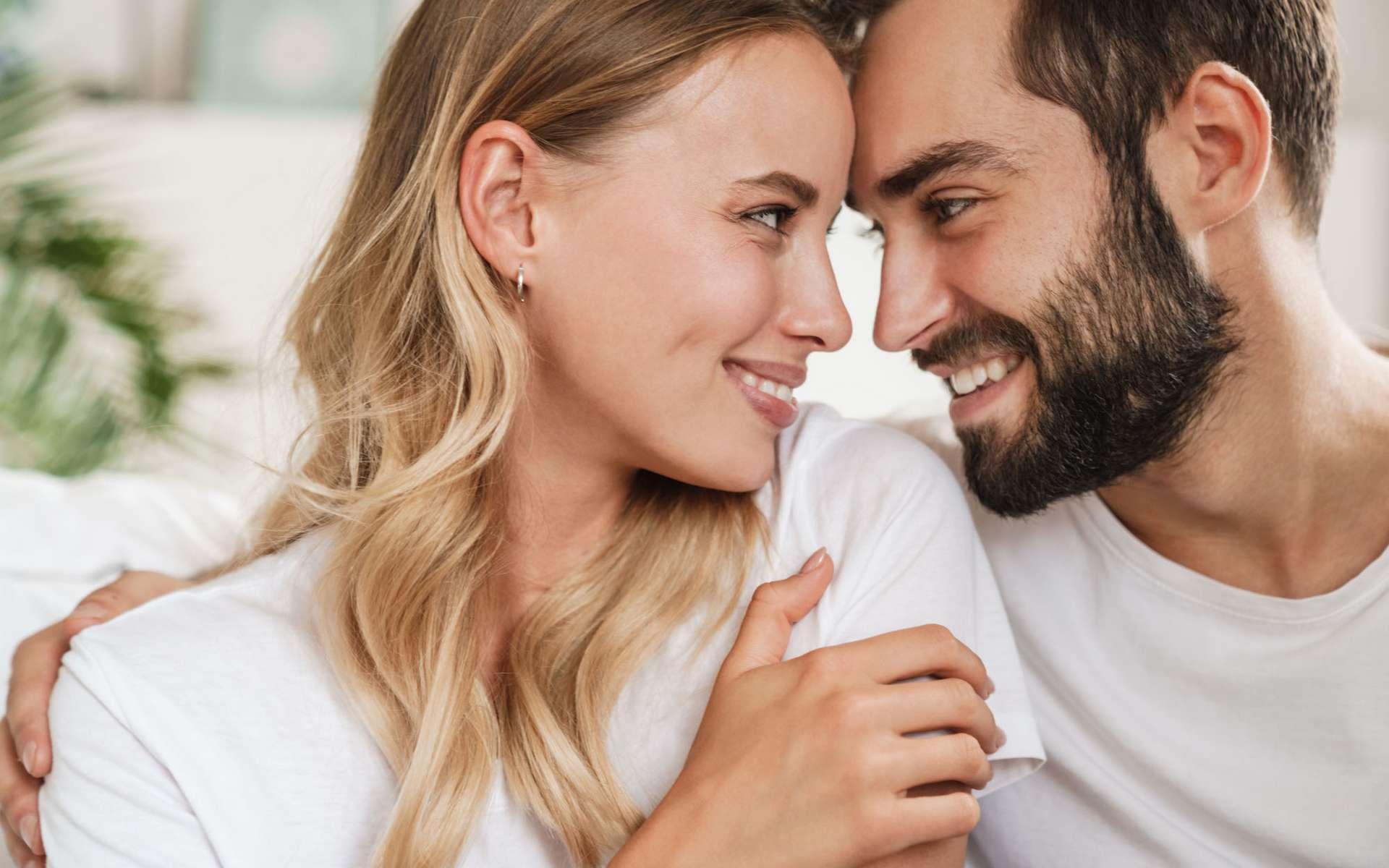 Si l'un des partenaires est atteint du coronavirus, oubliez un temps les rapports sexuels. Il faut patienter et attendre d'être négatif au test. © Drobot Dean, Adobe Stock