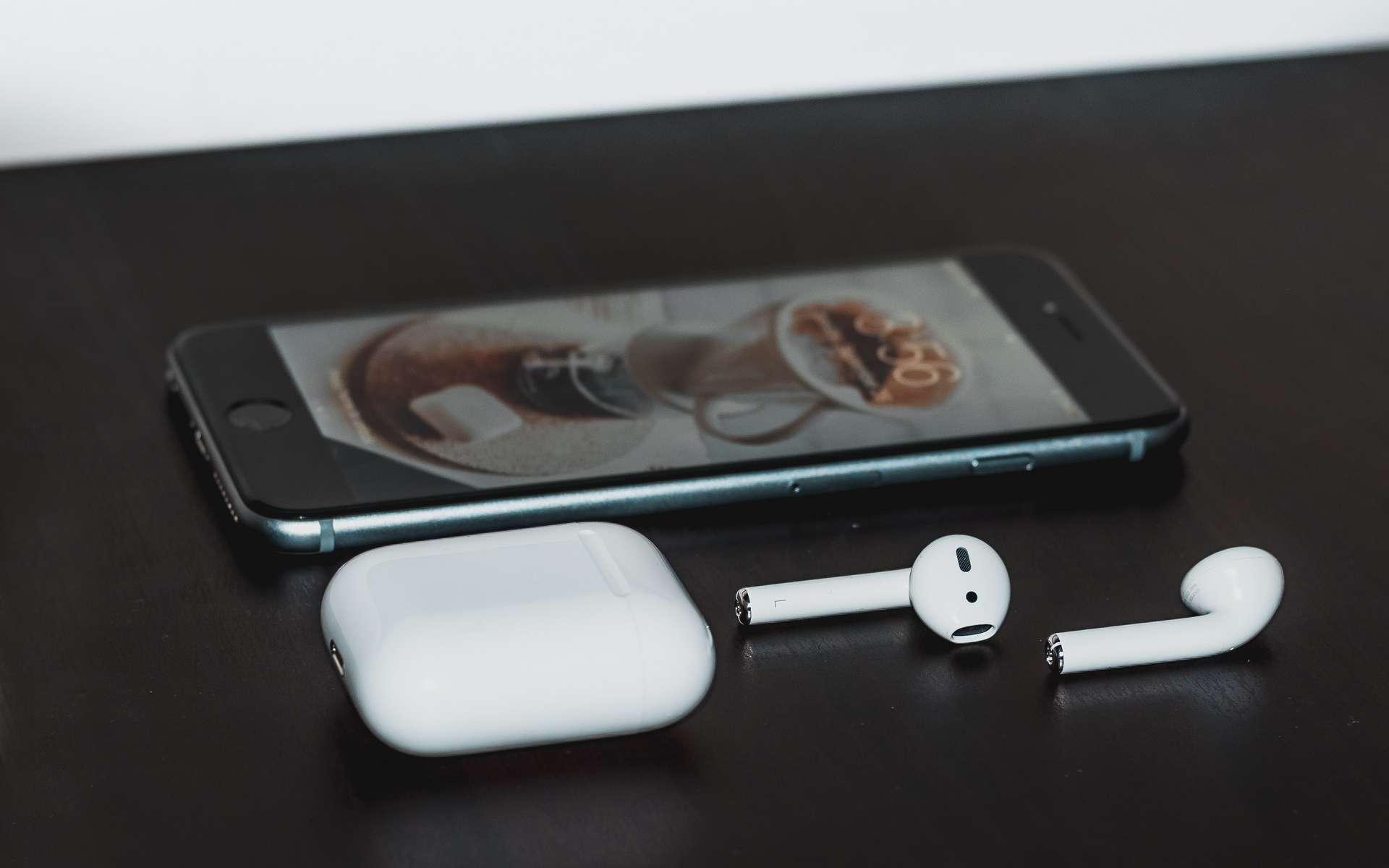 Airdots Redmi et les AirPods 2 Apple en promo pendant les French Days Cdiscount © Ben Kolde, Unsplash