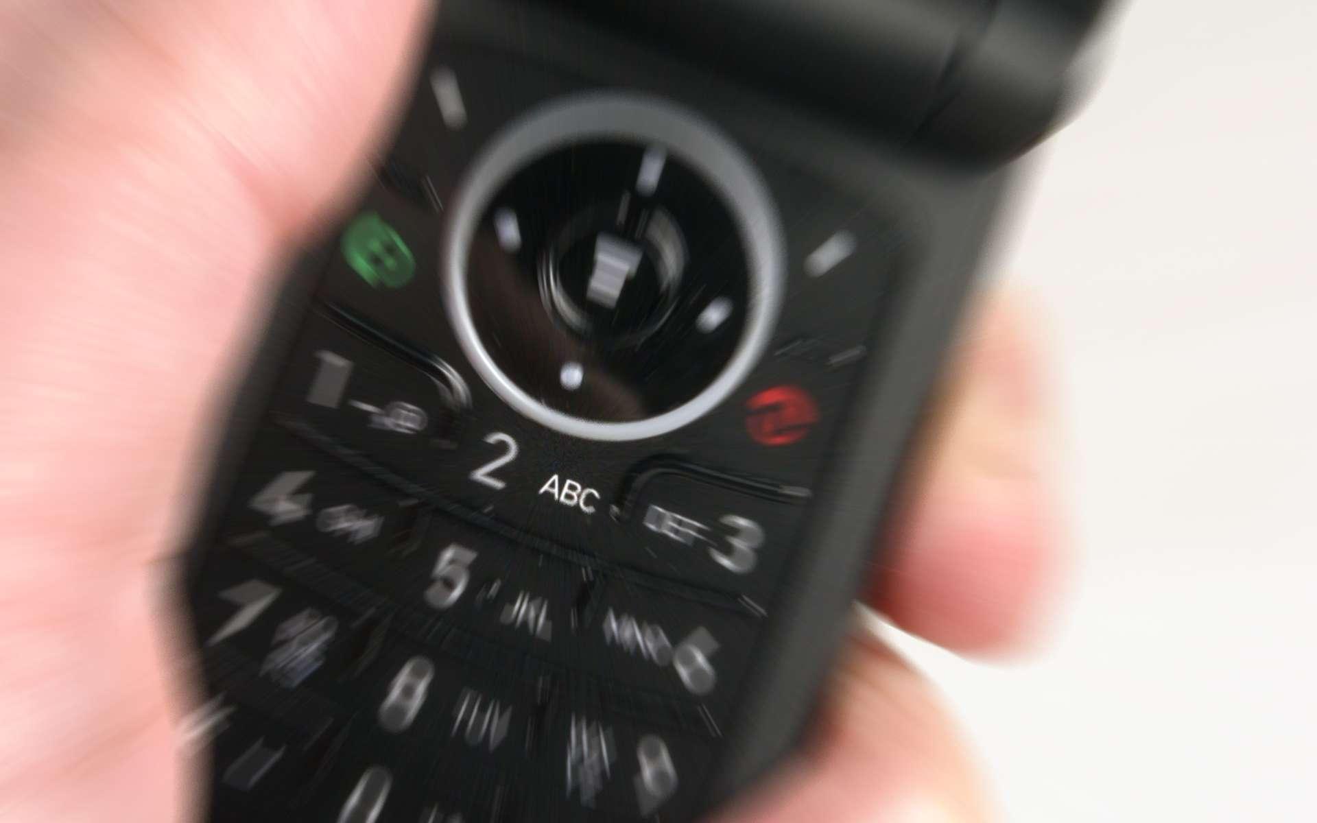 Outil révolutionnaire, danger pour notre cerveau ou les deux ? Quel regard doit-on porter sur nos téléphones portables ? La question du risque d'apparition de tumeurs ne semble pas près d'être tranchée par les scientifiques. © Ronfromyork, StockFreeImages.com