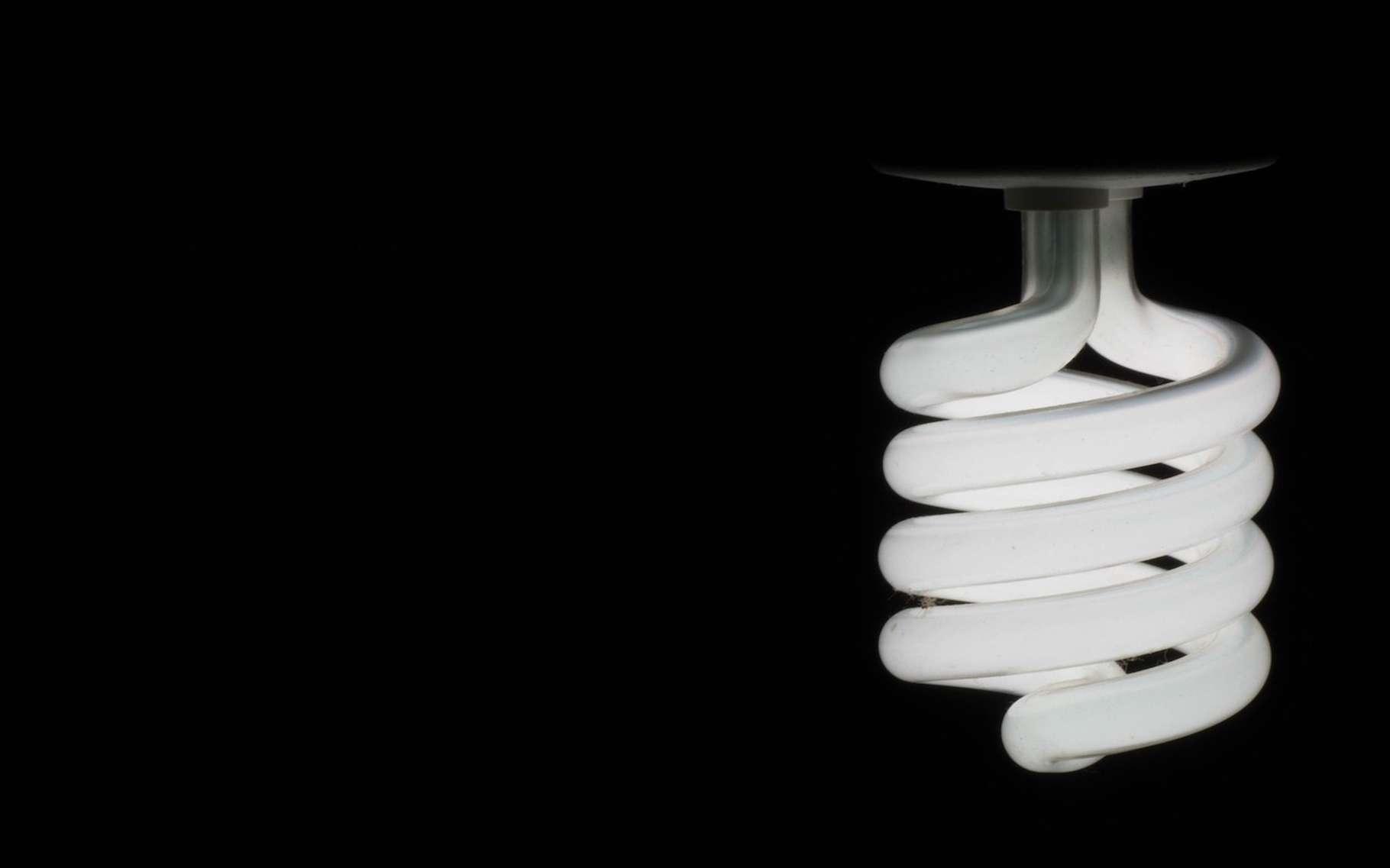 La fluorescence est un phénomène de photoluminescence qui peut être utilisé dans des applications d'éclairage. © suvajit, Pixabay, DP
