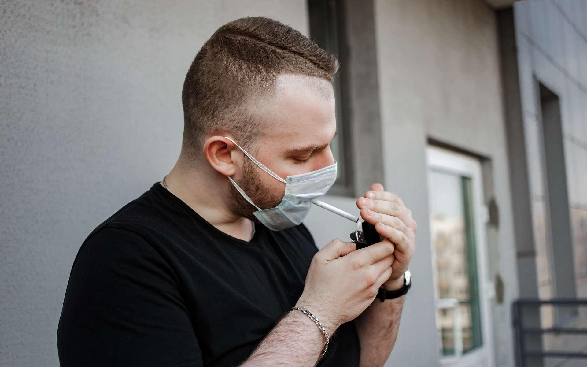 La nicotine, substance responsable de la dépendance tabagique, est envisagée comme traitement du Covid-19. Ce n'est pour le moment qu'une hypothèse très précoce. © Katsiaryna, Adobe Stock