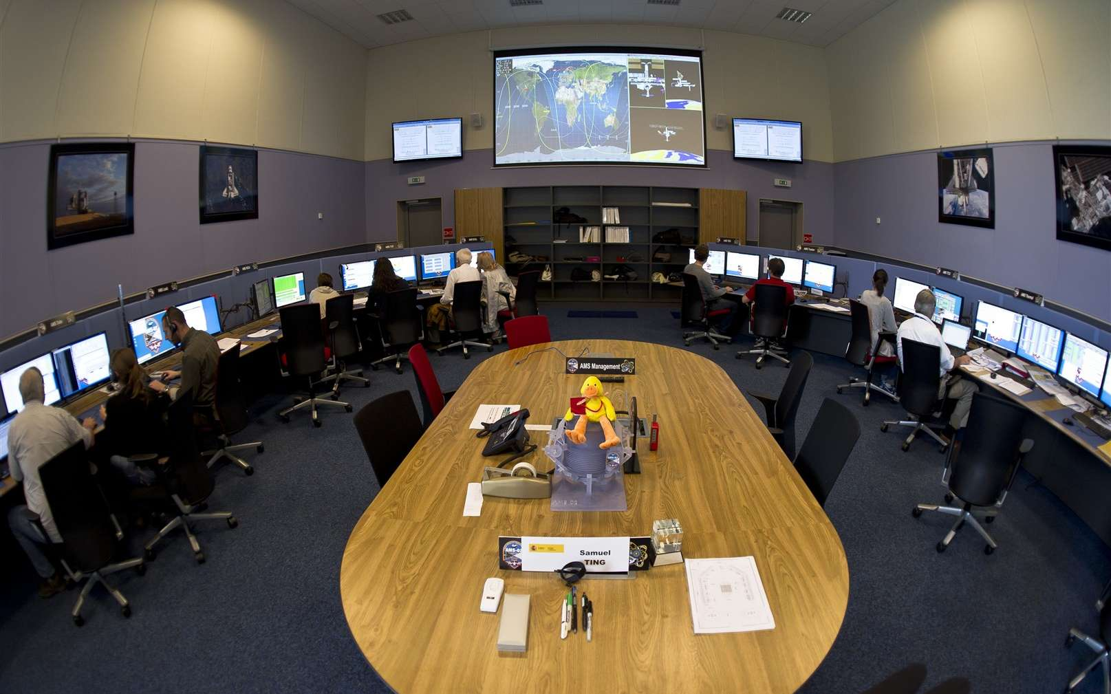 Une vue de la salle de contrôle d'AMS au sol. Elle se trouve au Cern, à côté du LHC. © Maximilien Brice, Cern