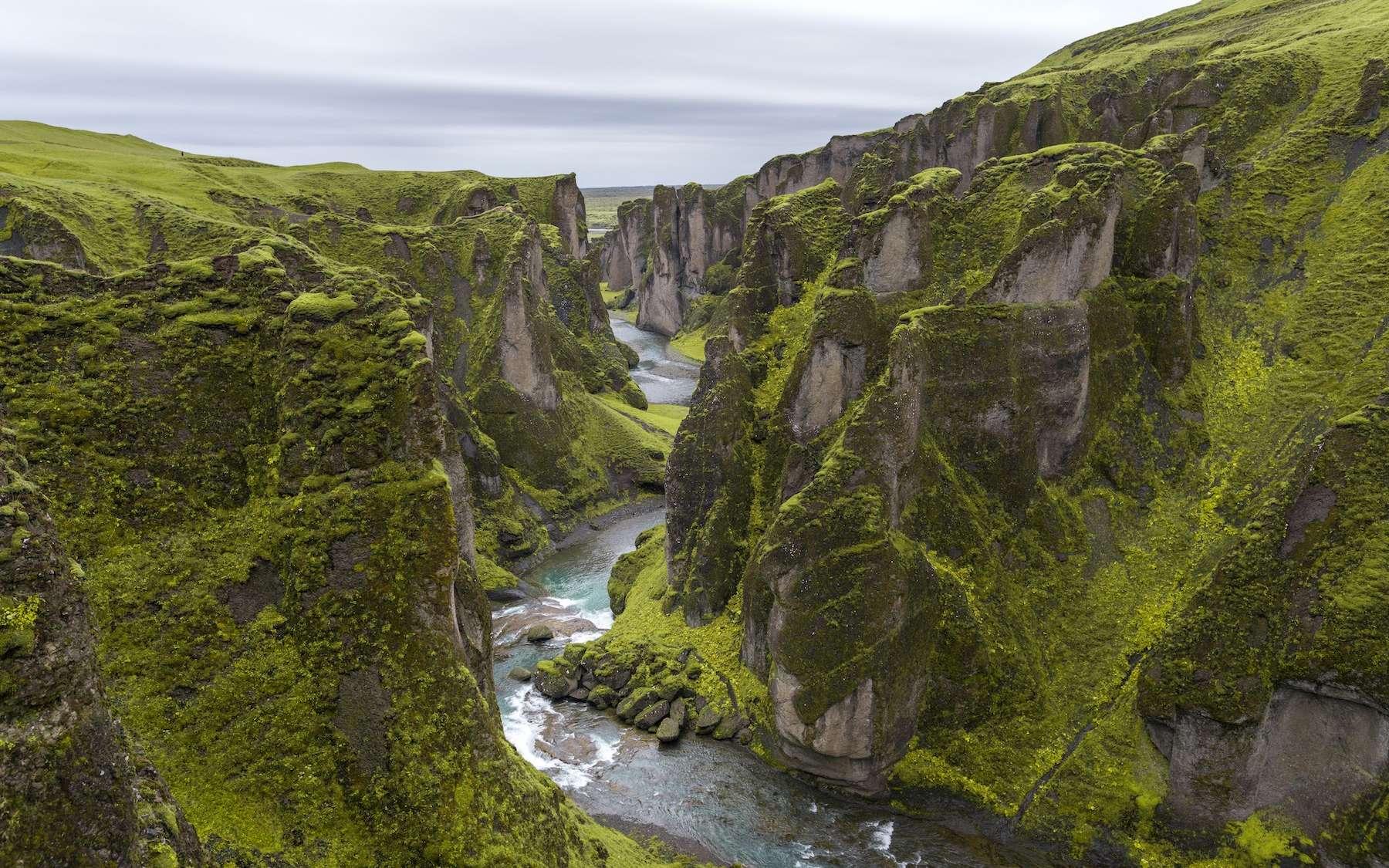 Le canyon de Fjaðrárgljúfur en Islande. © Serey Morm, Unsplash