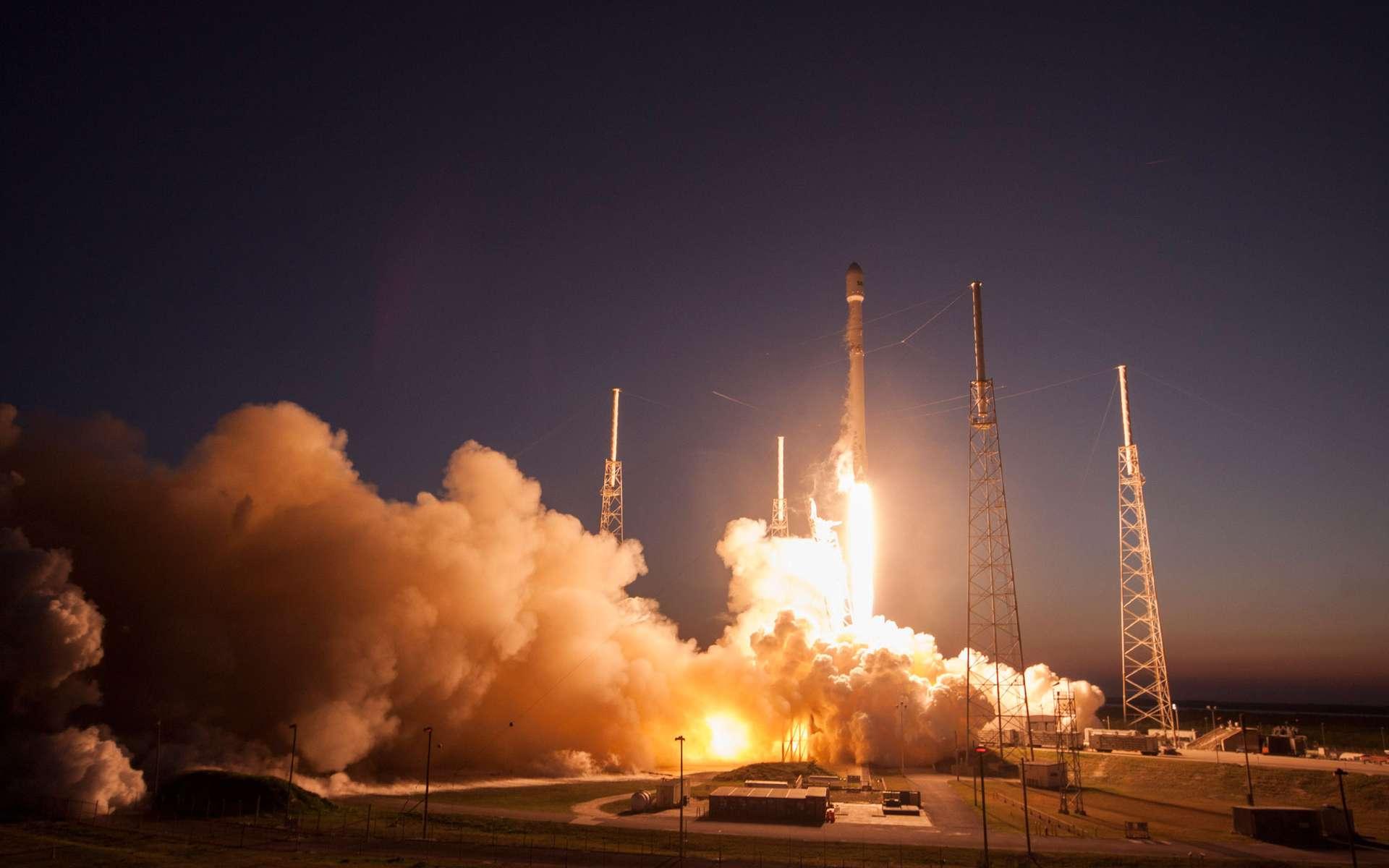 Troisième lancement réussi depuis le retour en vol du Falcon 9, après son échec de juin 2015. Le lanceur a décollé de son pas de tir de Cap Canaveral, ce 5 mars 2016 à 00 h 35, heure de Paris. © SpaceX