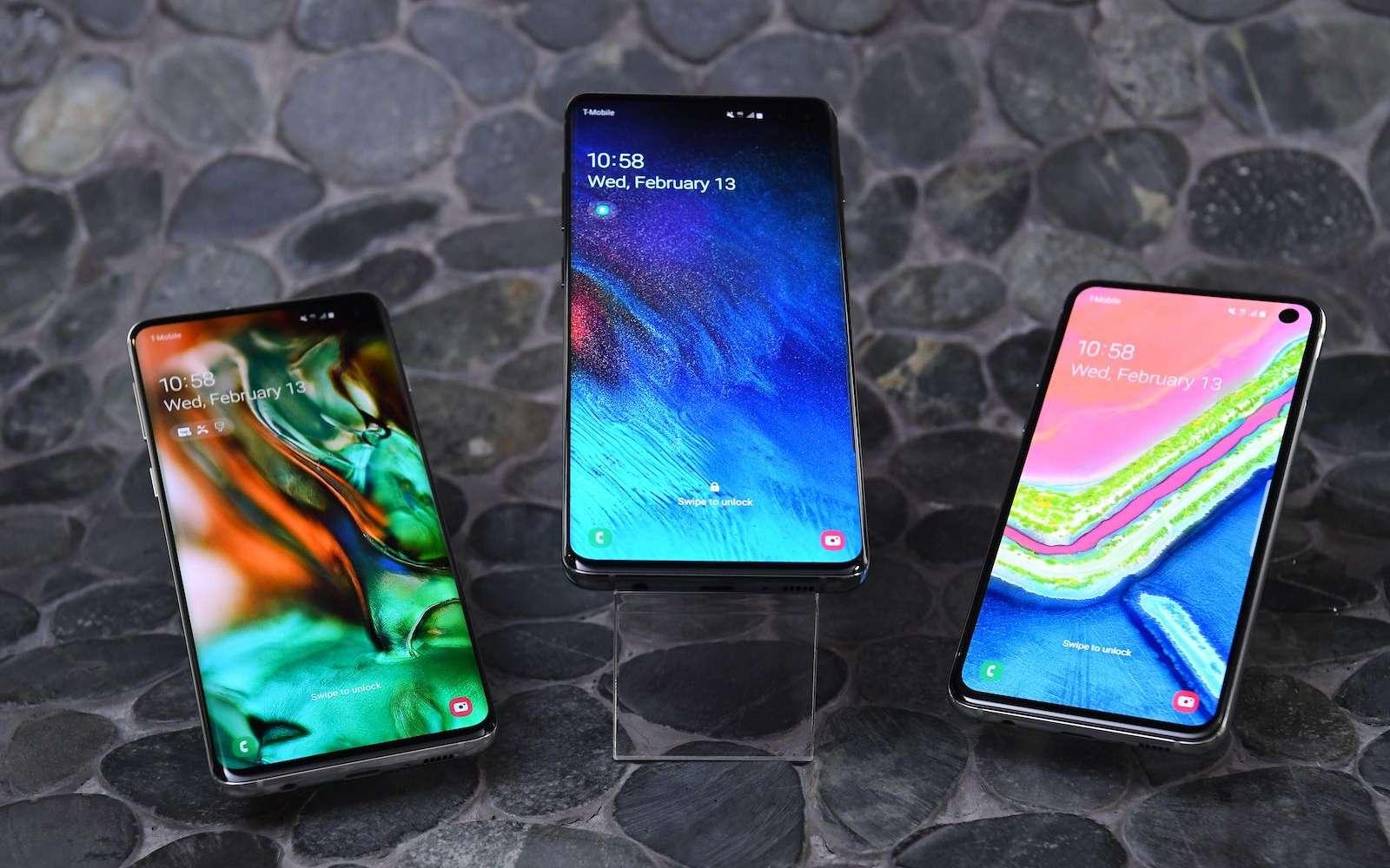 La gamme Galaxy S10 se décline en trois modèles avec un trou dans l'écran, plutôt qu'une encoche pour une surface d'affichage optimisée. © Samsung