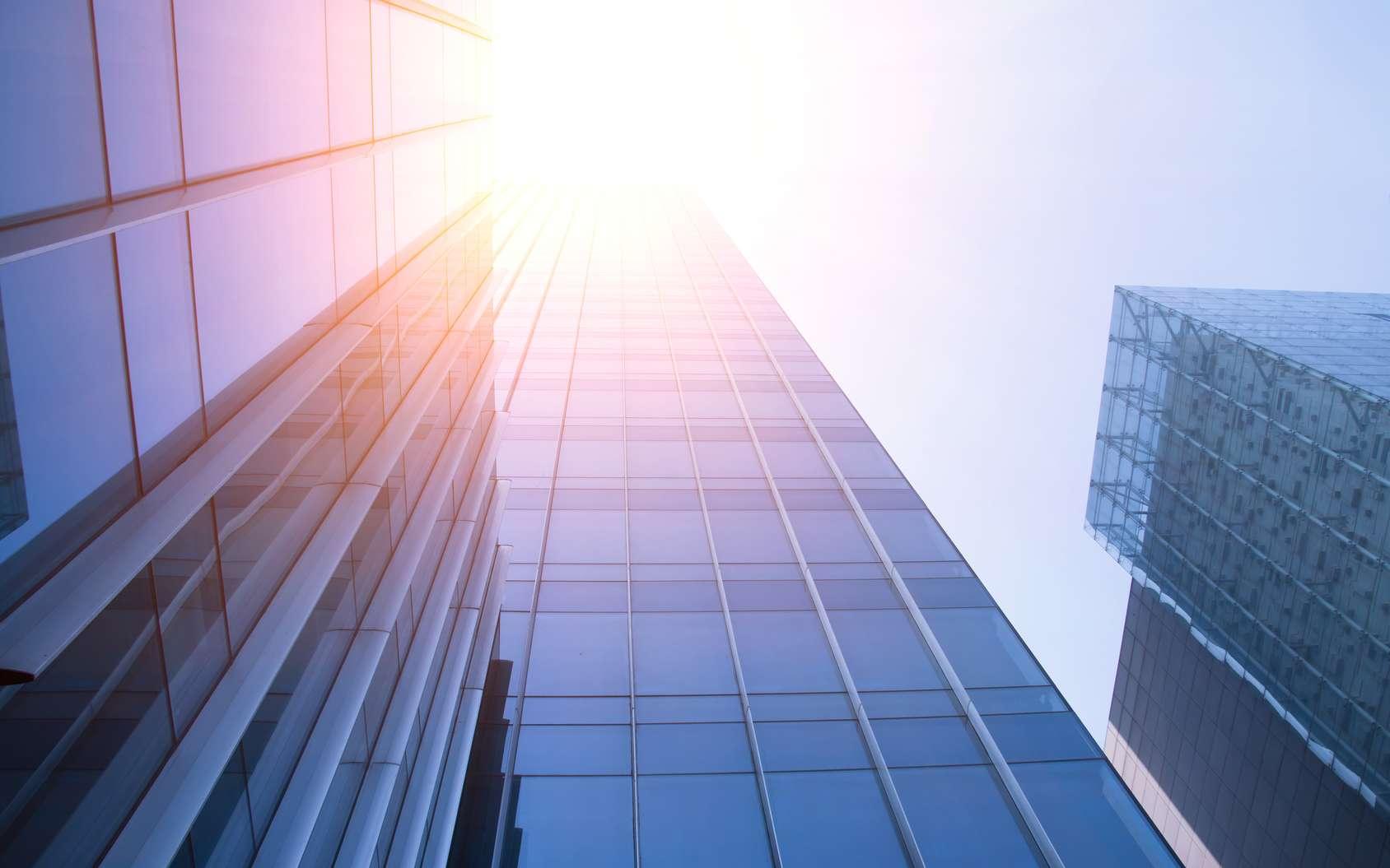 Une fenêtre filtrant la chaleur pour éviter la climatisation. © daizuoxin - Fotolia.com