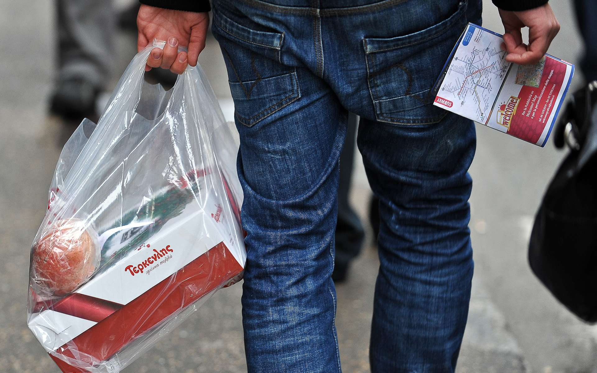 Déjà, sous l'effet d'une convention volontaire, le nombre de sacs plastiques de caisse distribués en France dans les grandes surfaces alimentaires est passé de 10,5 milliards à 700 millions entre 2002 et 2011, souligne le gouvernement. © AFP Photo / Andreas Solaro