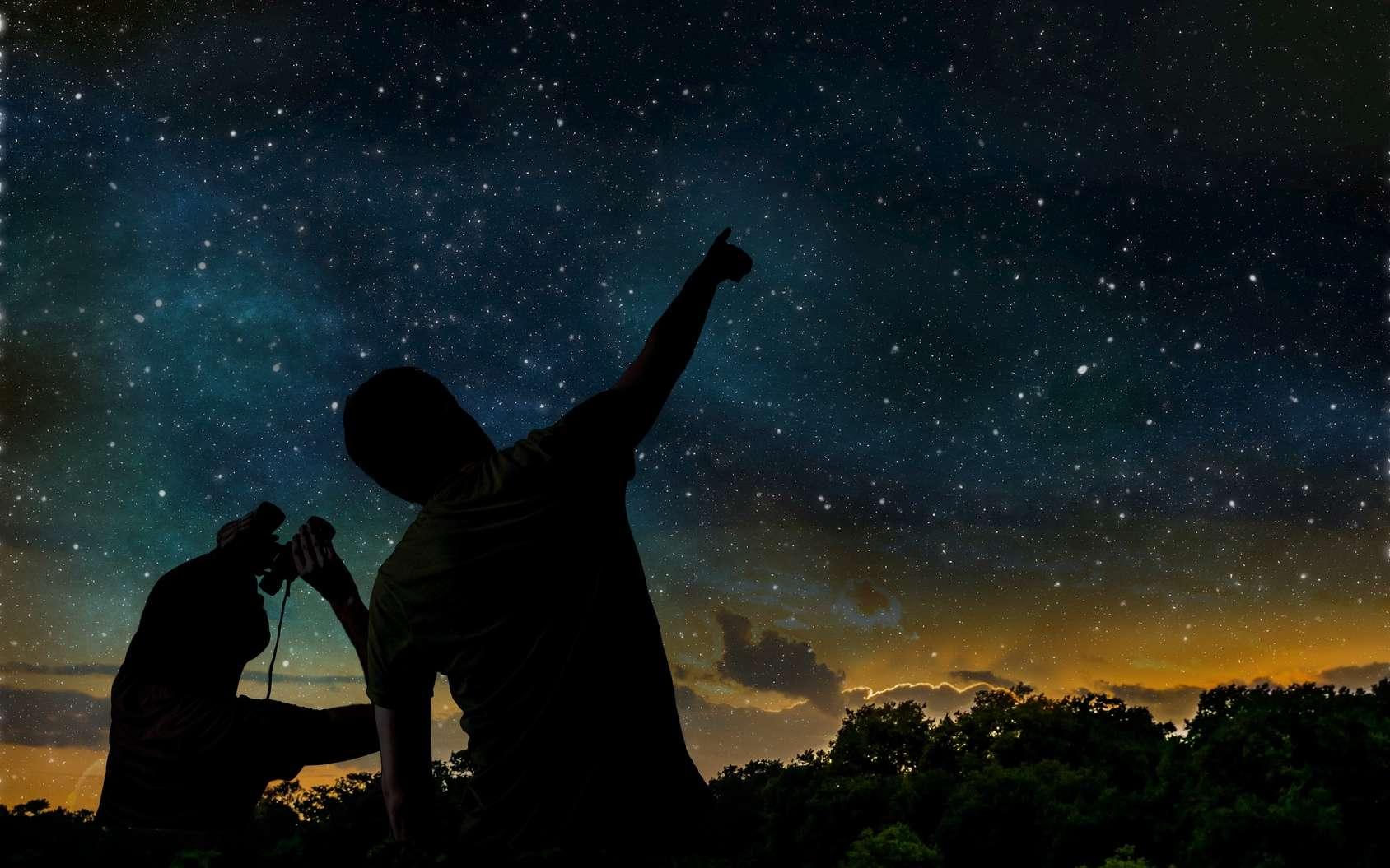 La Nuit des étoiles est l'occasion de rencontrer des astronomes amateurs, des passionnés qui savent expliquer et montrer les beautés du ciel. © vchalup, Fotolia