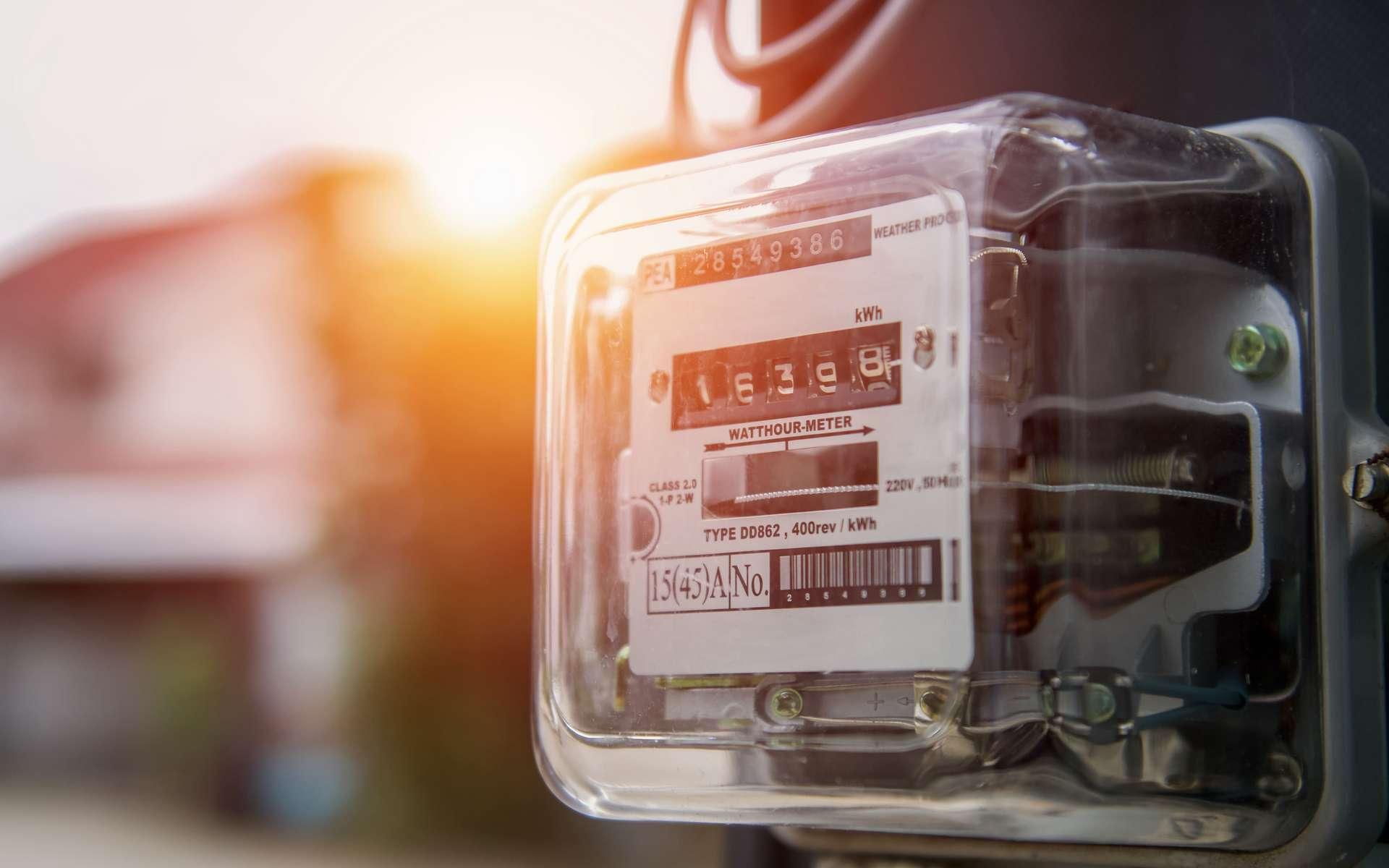 Le compteur d'électricité mesure la consommation d'une installation en kWh. © lovelyday12, Adobe Stock