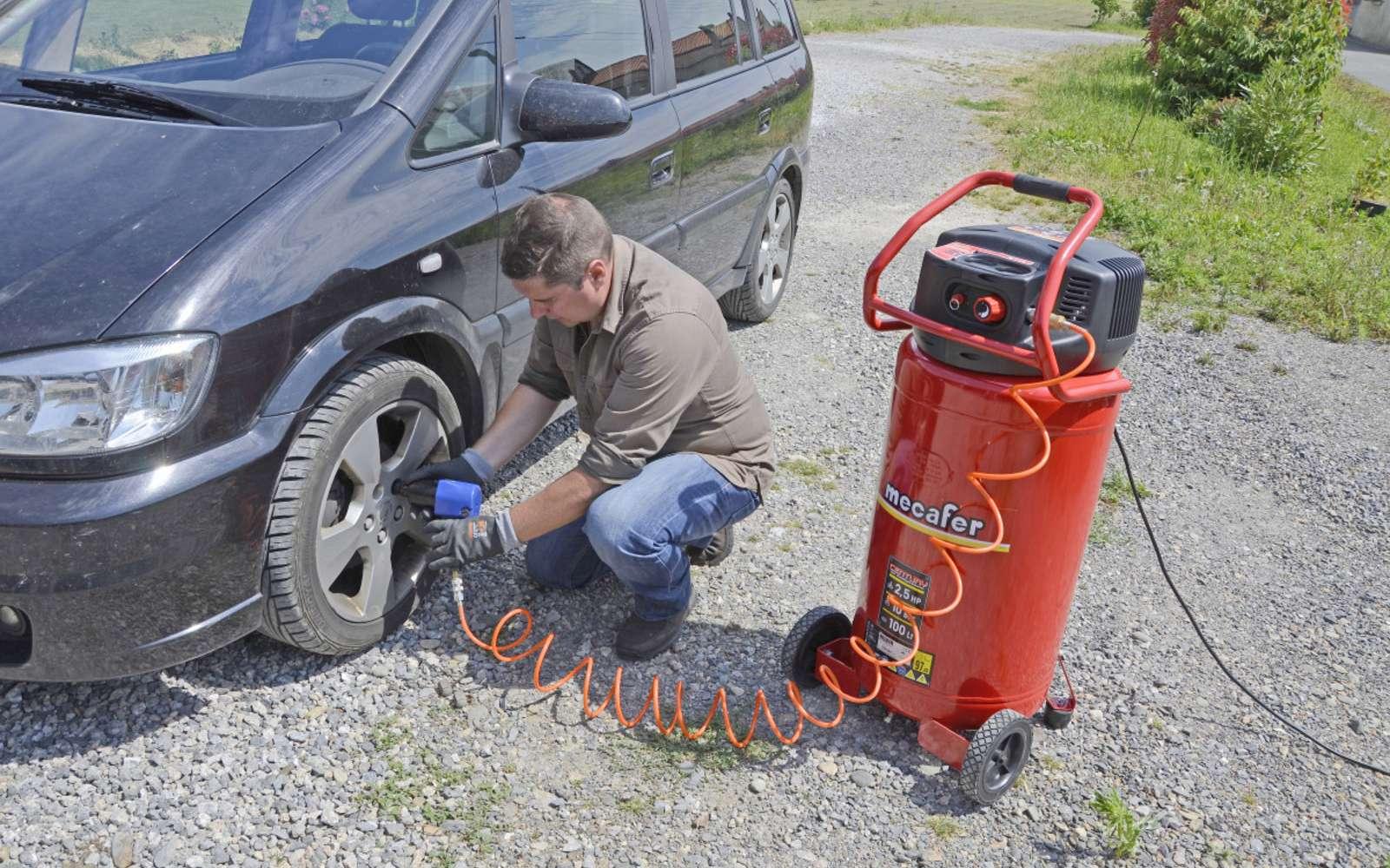 Le compresseur d'air peut servir au gonflage des pneumatiques. © DR