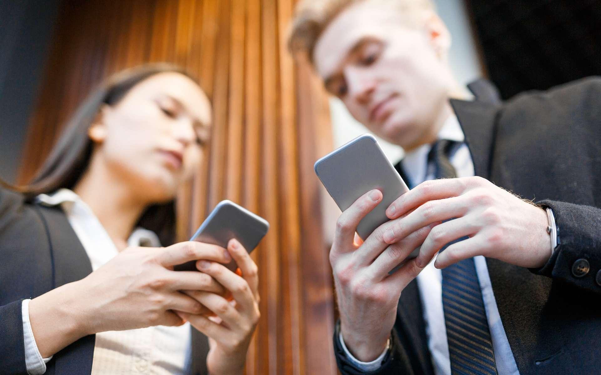 La nomophobie pourrait être à l'origine de comportements dangereux, voire illégaux. © pressmaster, Adobe Stock