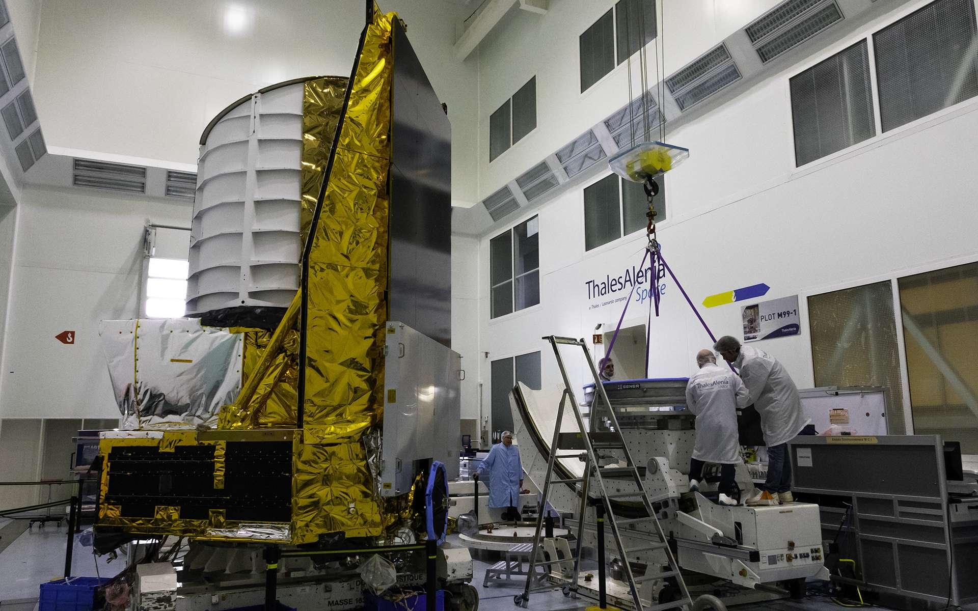 Le modèle structurel d'Euclid, un télescope spatial pour l'étude de l'univers sombre. Ce satellite de l'Agence spatiale européenne (ESA), construit par Thales Alenia Space, sera lancé en 2022. © Rémy Decourt
