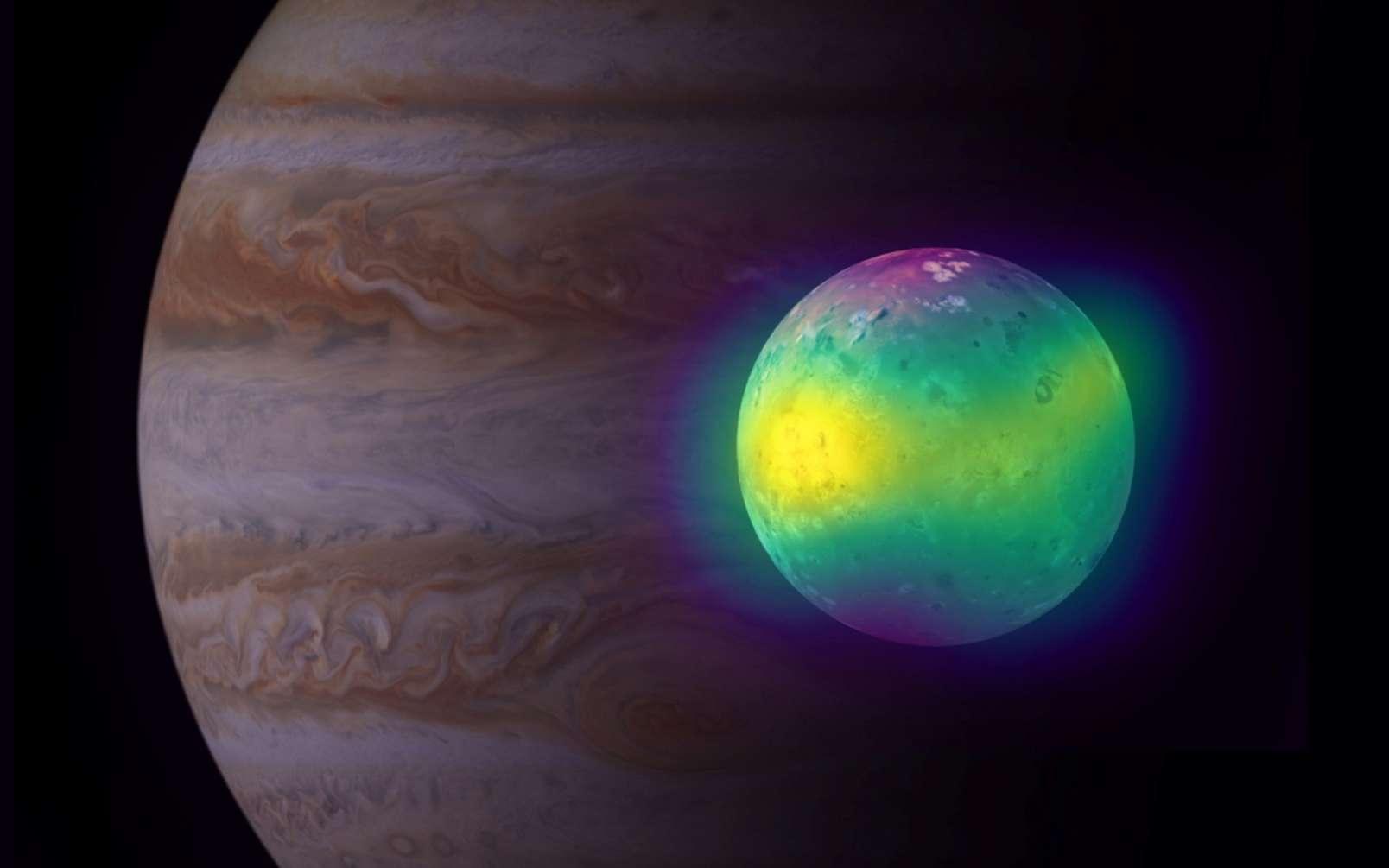 Une image composite montrant la lune Io de Jupiter en radio (Alma) et en lumière visible (Voyager 1 et Galileo). Les observations d'Alma d'Io montrent pour la première fois des panaches de dioxyde de soufre (en fausse couleur jaune) s'élevant de ses volcans. Jupiter est visible en arrière-plan, vue par la sonde Cassini. © Alma (ESO, NAOJ, NRAO), I. de Pater et al. ; NRAO, AUI NSF, S. Dagnello ; Nasa, JPL, Space Science Institute