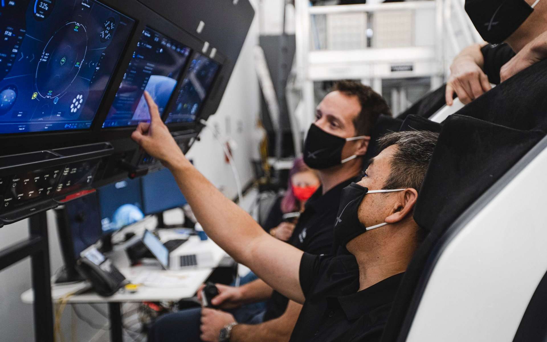 Entraînement de Thomas Pesquet à bord du Crew Dragon de SpaceX. Le spationaute de l'ESA l'utilisera pour sa seconde mission à bord de la Station spatiale internationale. © ESA, Nasa