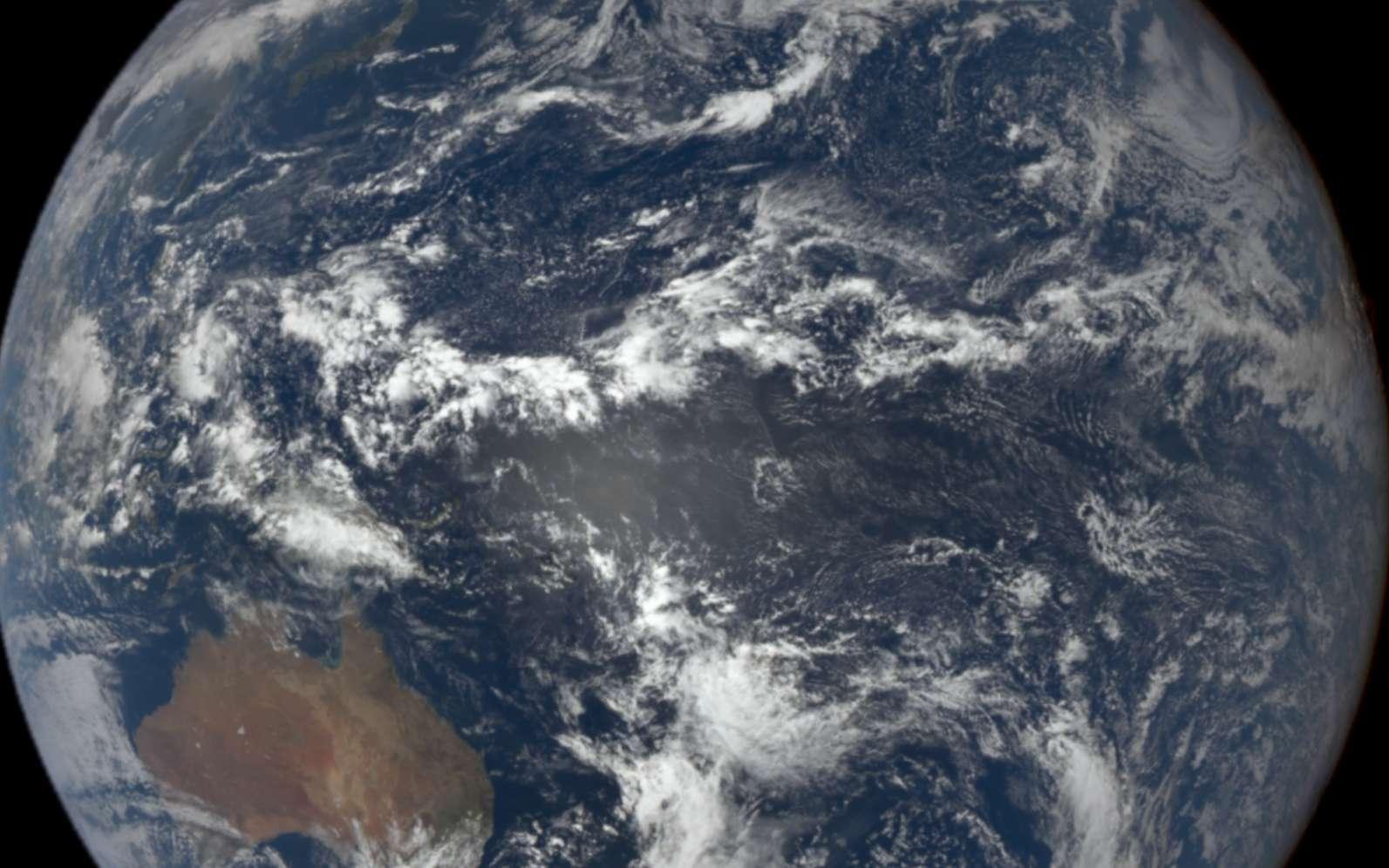 Des chercheurs avancent qu'une diminution de la couverture nuageuse est à l'origine d'une diminution de l'albédo de notre Planète. © Nasa, DSCOVR