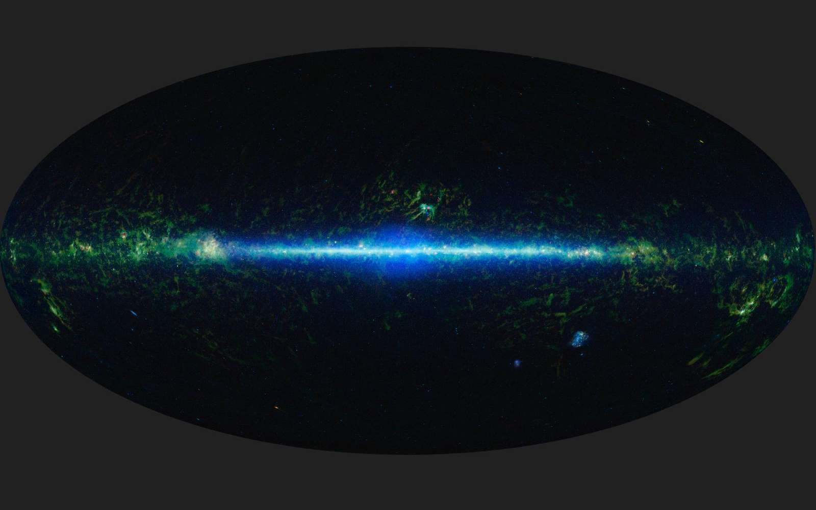 Cette mosaïque composée de 18.000 images dans quatre longueurs d'onde en infrarouge représente le ciel vu du télescope Wise. Plus d'un demi-milliard d'objets célestes y sont visibles dans et autour la bande étroite de notre disque galactique. © Nasa/JPL-Caltech/Ucla