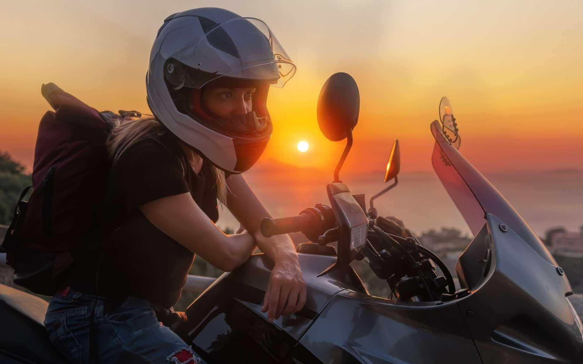 Pour sensibiliser au dépistage du cancer du sein, une virée solidaire à moto avec la Ride and Roses Event. © Sergey, Adobe Stock