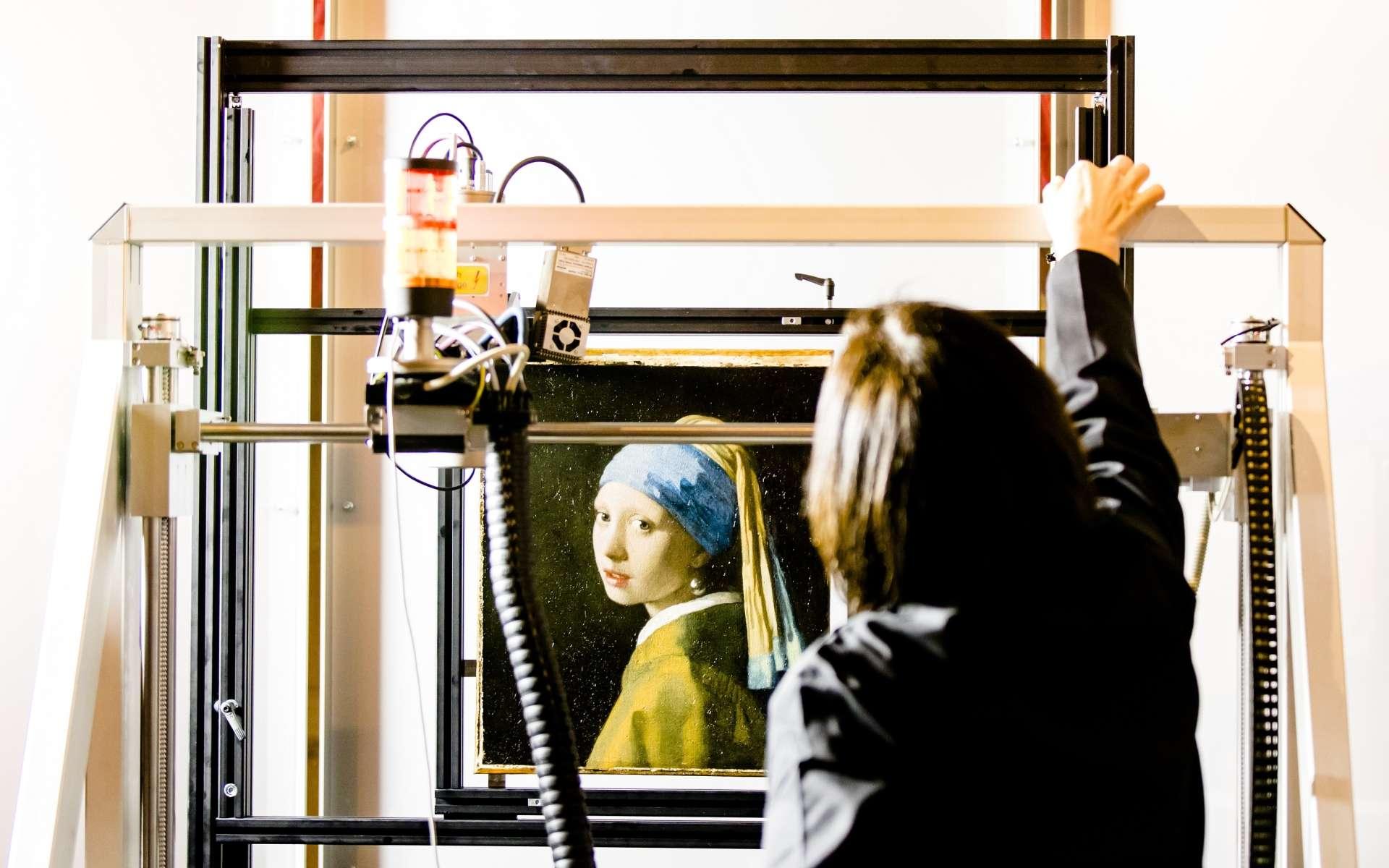 La jeune fille à la perle, de Vermeer, passée au rayon X macro fluorescent (MA-XRF) au musée Mauritshuis de La Haye, le 26 février 2018