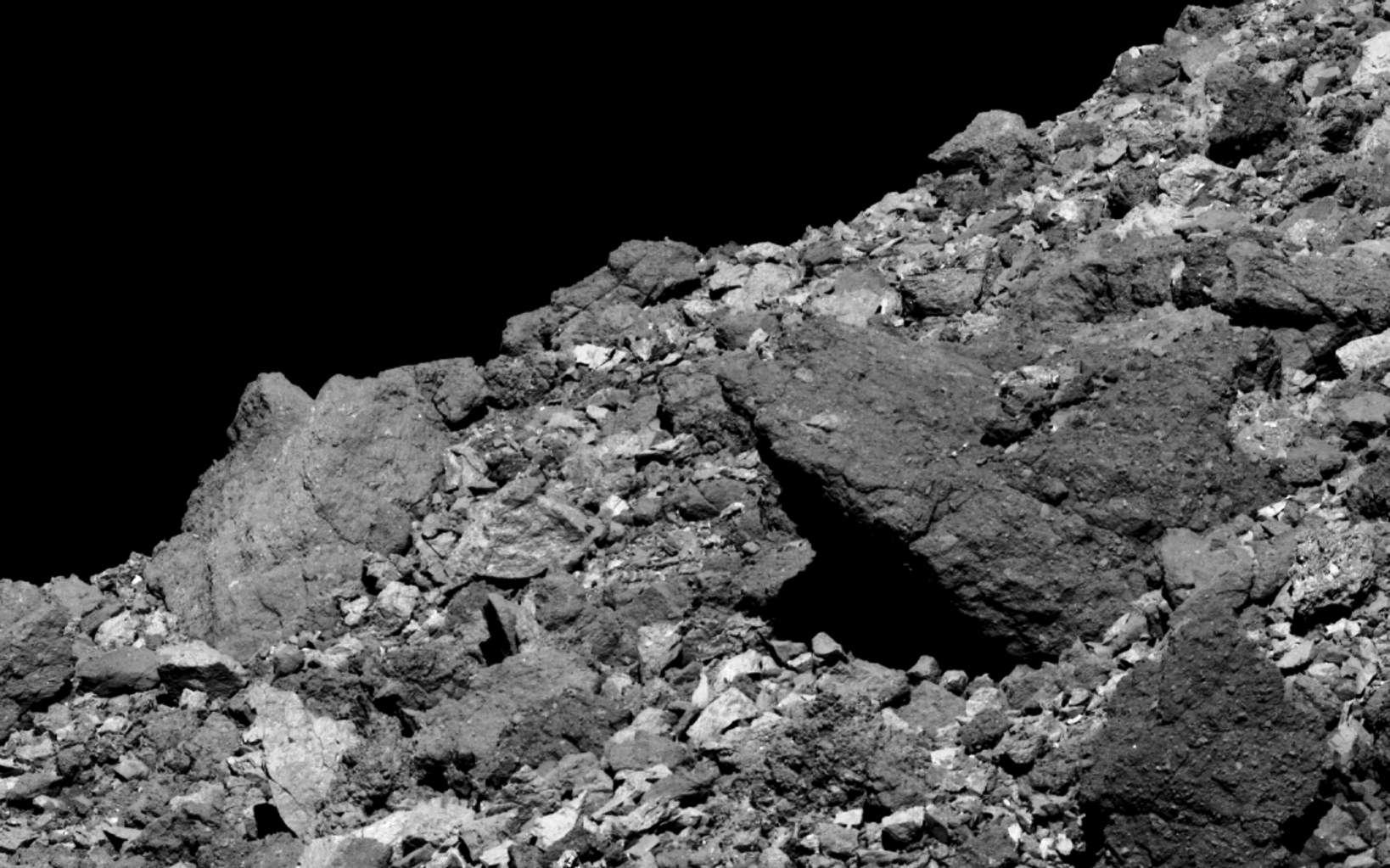Des rochers dans l'hémisphère nord de Bénou (ou Bennu), photographiés par Osiris-Rex. © Nasa, Goddard University of Arizona