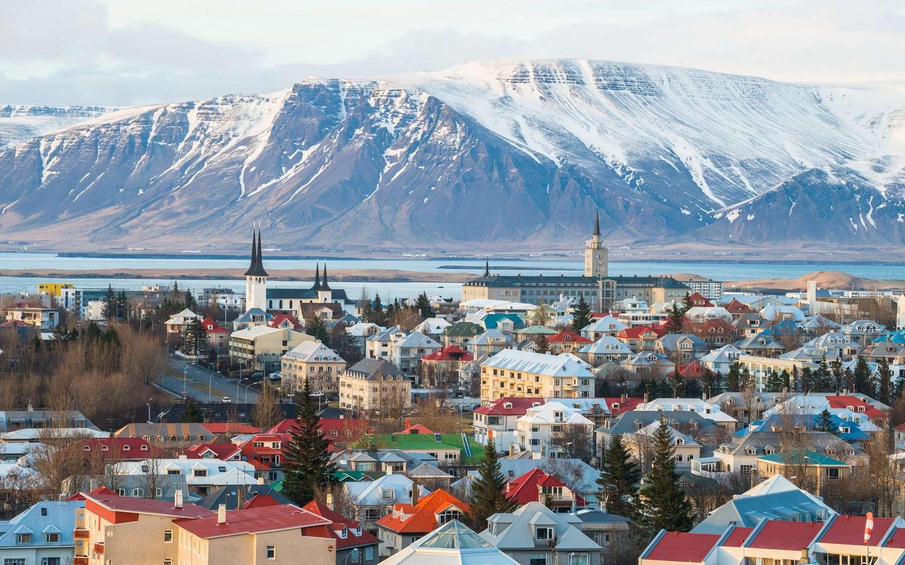 Reykjavik, la ville, capitale de l'Islande, offre à ses habitants (peu nombreux) une vaste surface de verdure. © boyloso, Fotolia