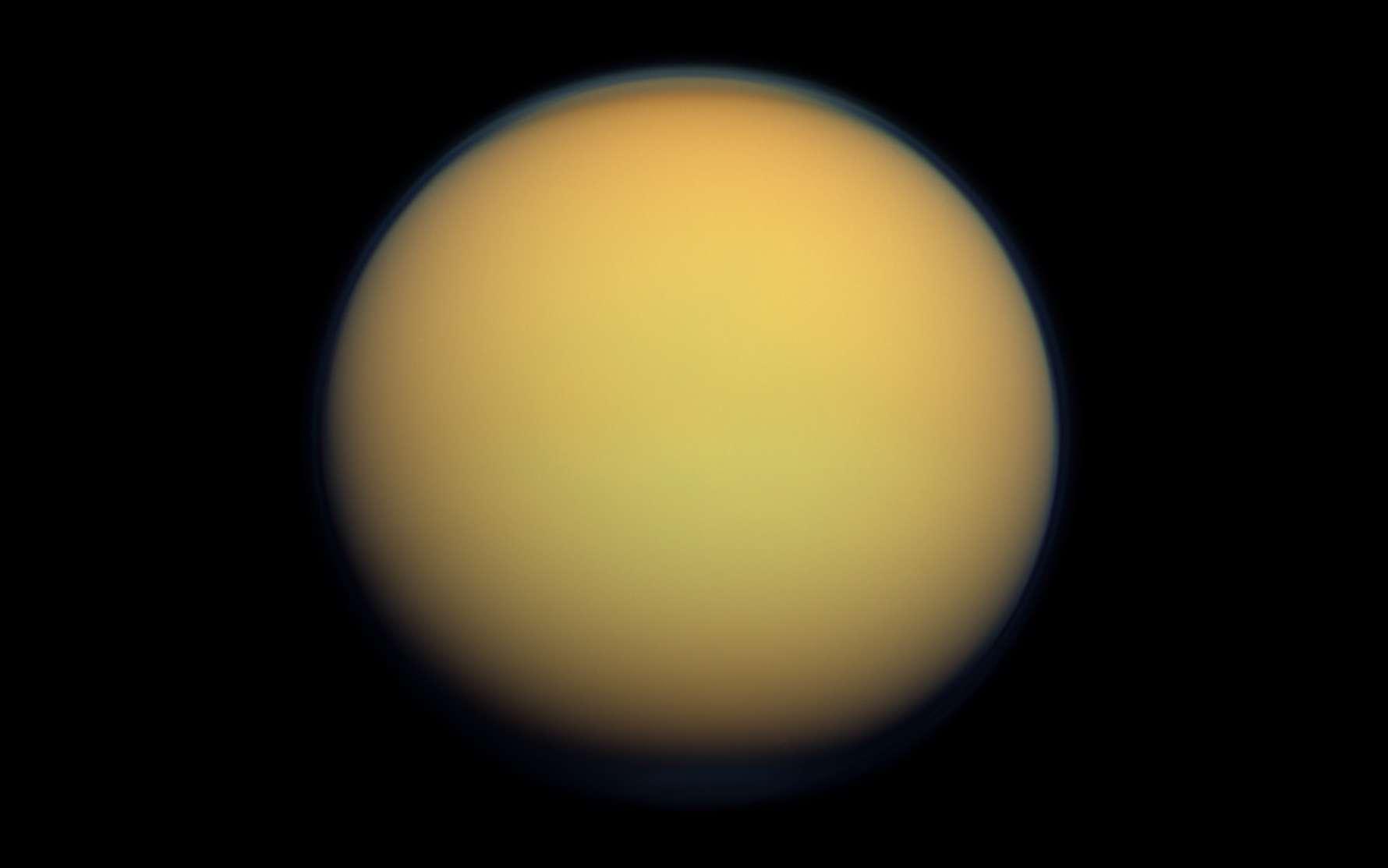 Titan photographiée par la sonde Cassini. © Nasa