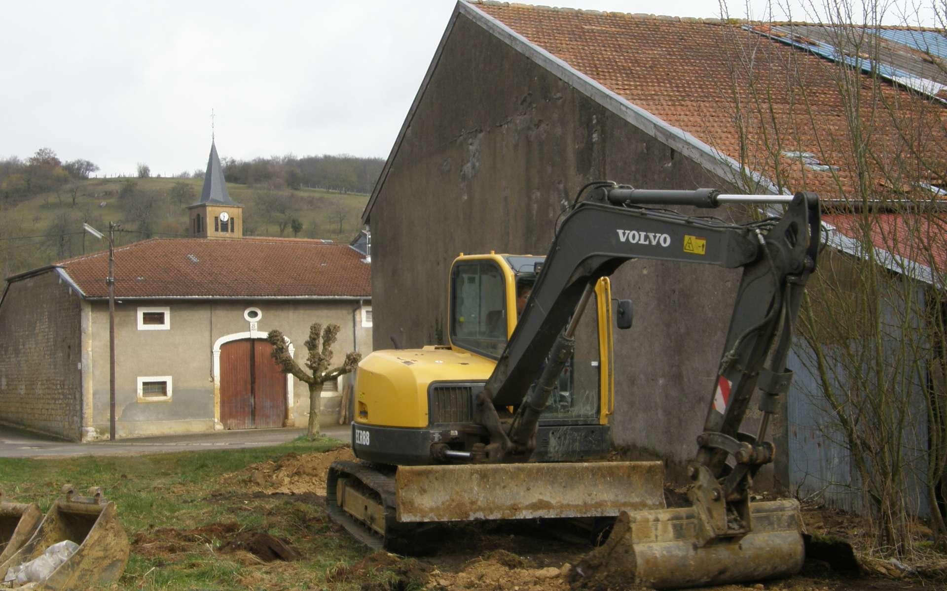Le terrassement prépare un sol solide en y déplaçant de la terre. © N.C, CC BY-SA 3.0, Wikimedia Commons