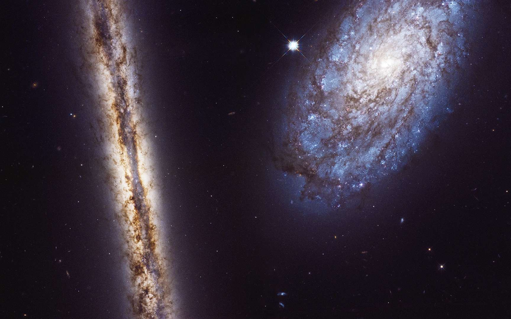 Image composite du duo de galaxies NGC 4302 et NGC 4298, prise avec la caméra WFC3 d'Hubble entre le 2 et le 22 janvier 2017. © Nasa, ESA, M. Mutchler (STScI)