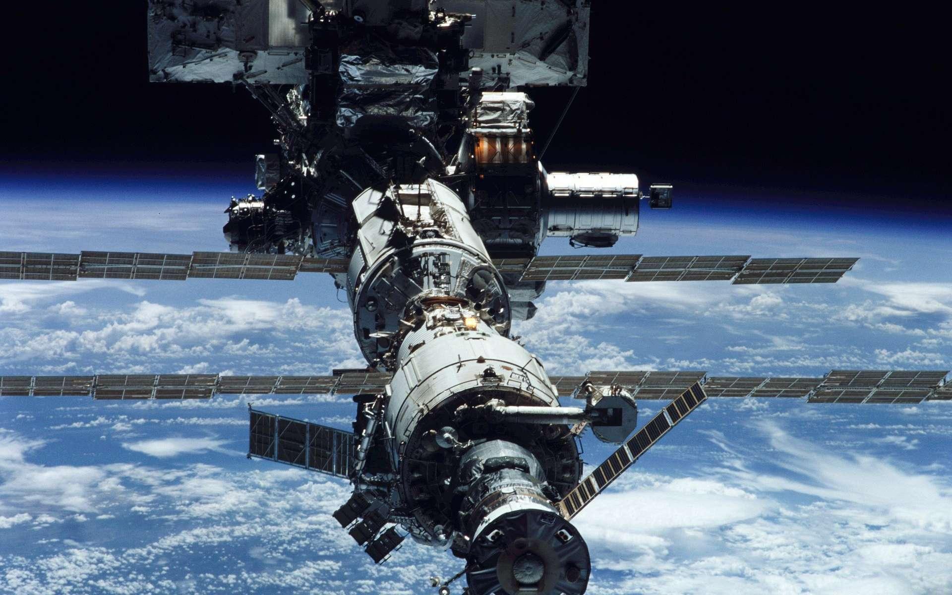 La station ISS est déjà utilisée comme nœud pour le transfert de données entre la Terre et une autre planète. © WikiImages, Pixabay
