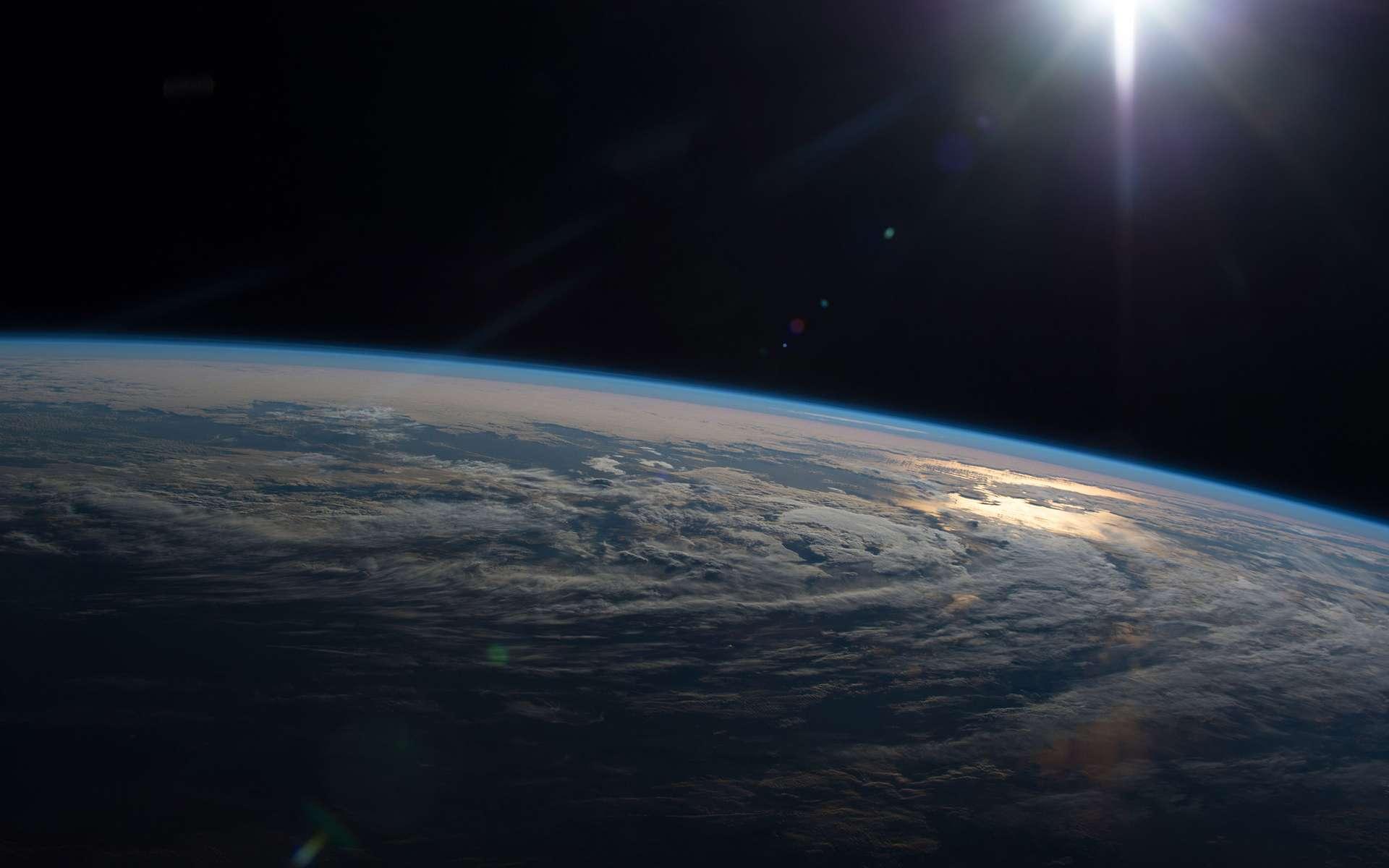 La Terre vue depuis la Station spatiale internationale à une altitude maintenue entre 350 et 400 kilomètres. © Nasa
