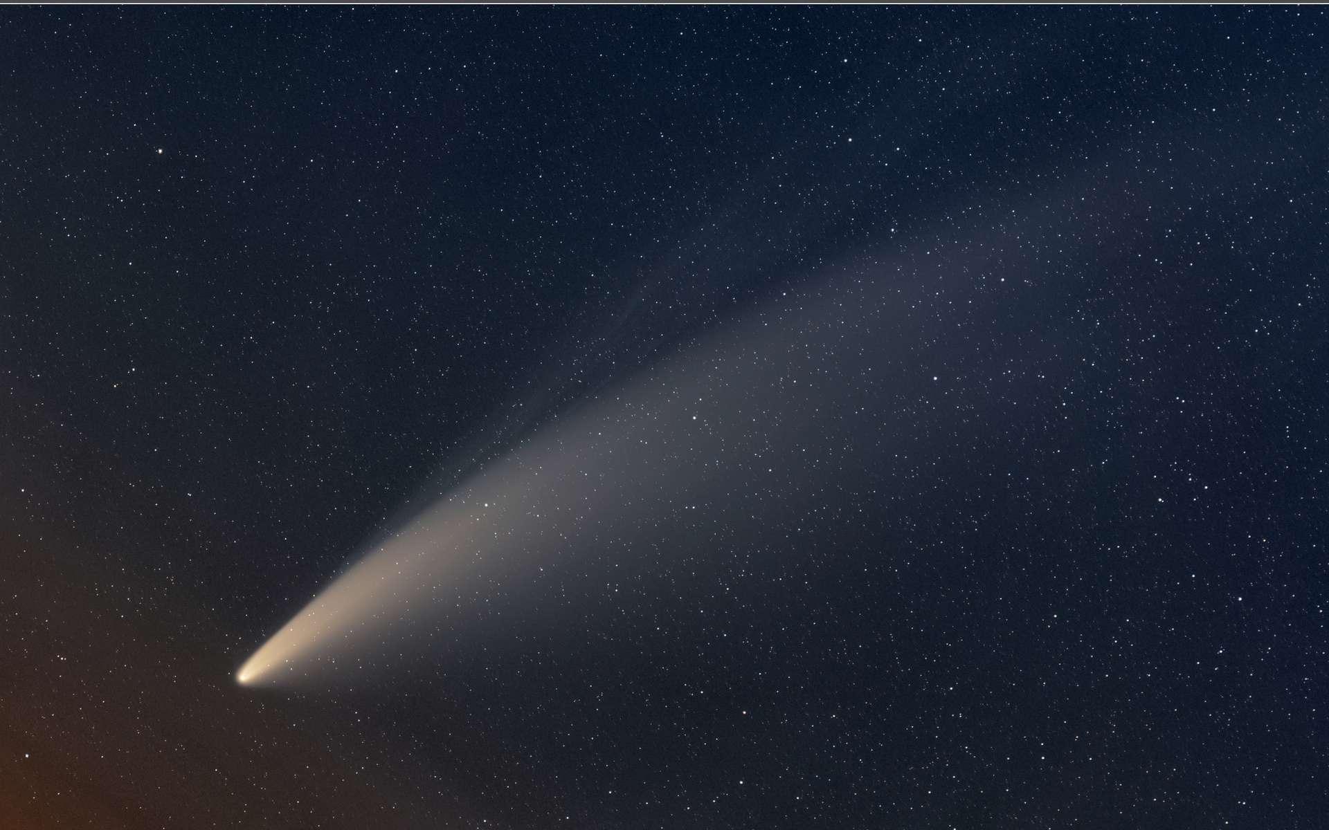 Les queues de la comète Neowise sont distinctement visibles sur cette image capturée le 10 juillet 2020. © Miloslav Druckmuller (Brno University of Technology), APOD (Nasa)