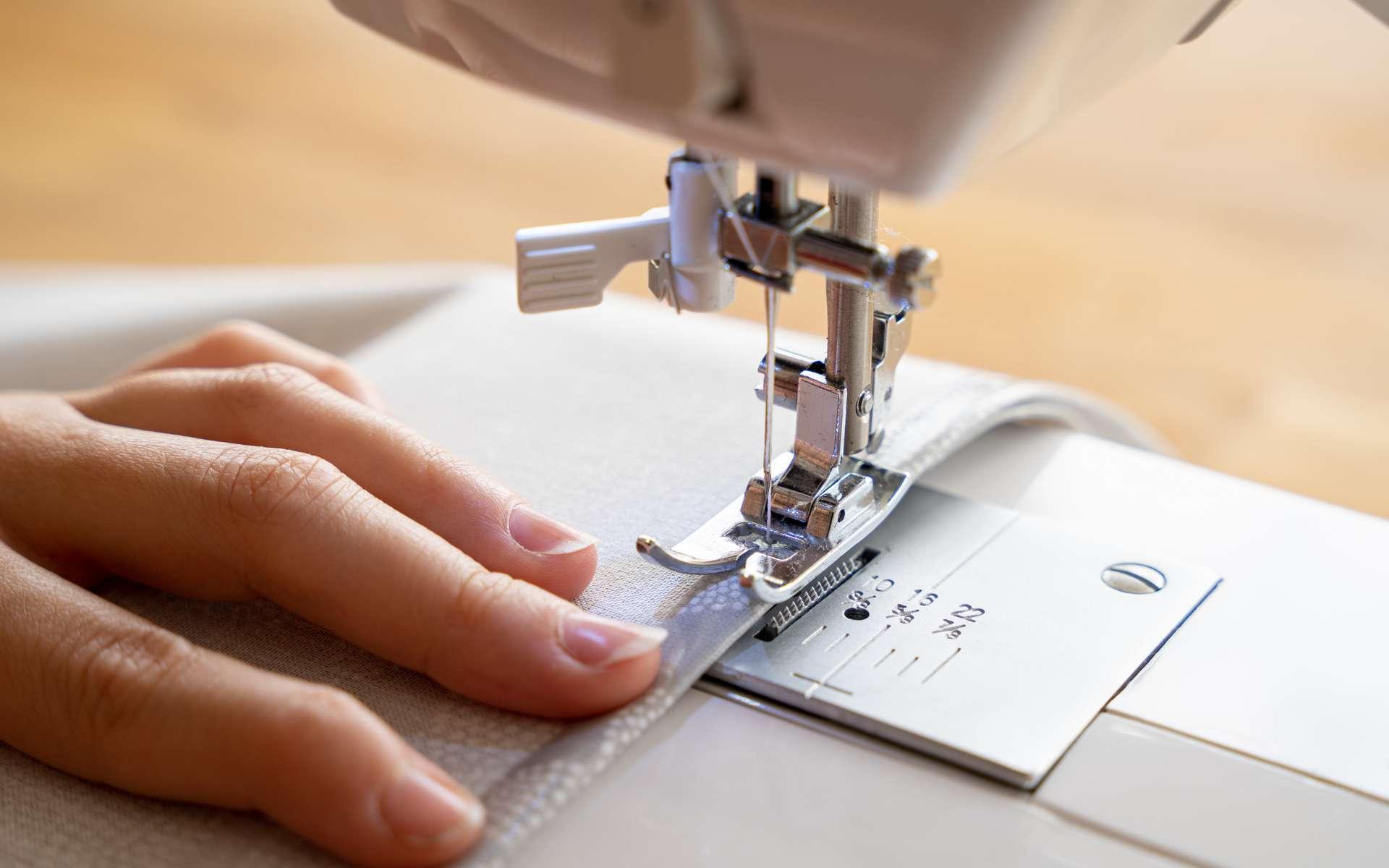 Trois marques de machine à coudre pour amateur ou professionnel. © pixelfreund, Adobe Stock