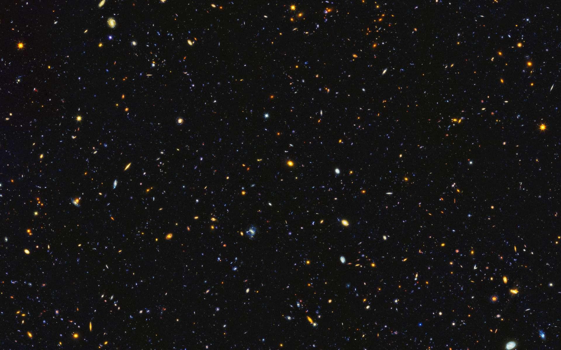 Les galaxies foisonnent dans cette image composite du projet HDUV (Hubble Deep UV). Une petite fenêtre ouverte sur l'univers. © Nasa, ESA, P. Oesch (University of Geneva), M. Montes (University of New South Wales)
