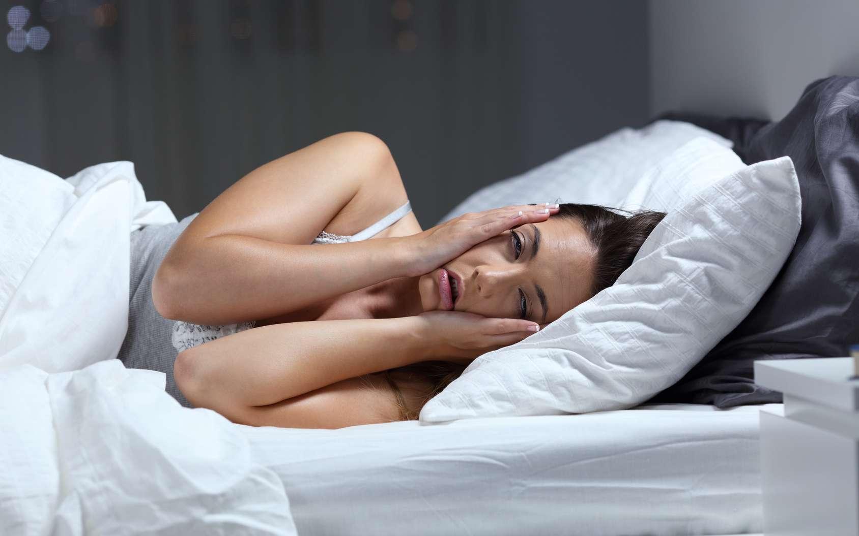 Le manque de sommeil faciliterait le stockage des graisses au sein de nos cellules. © antonioguillem, Fotolia