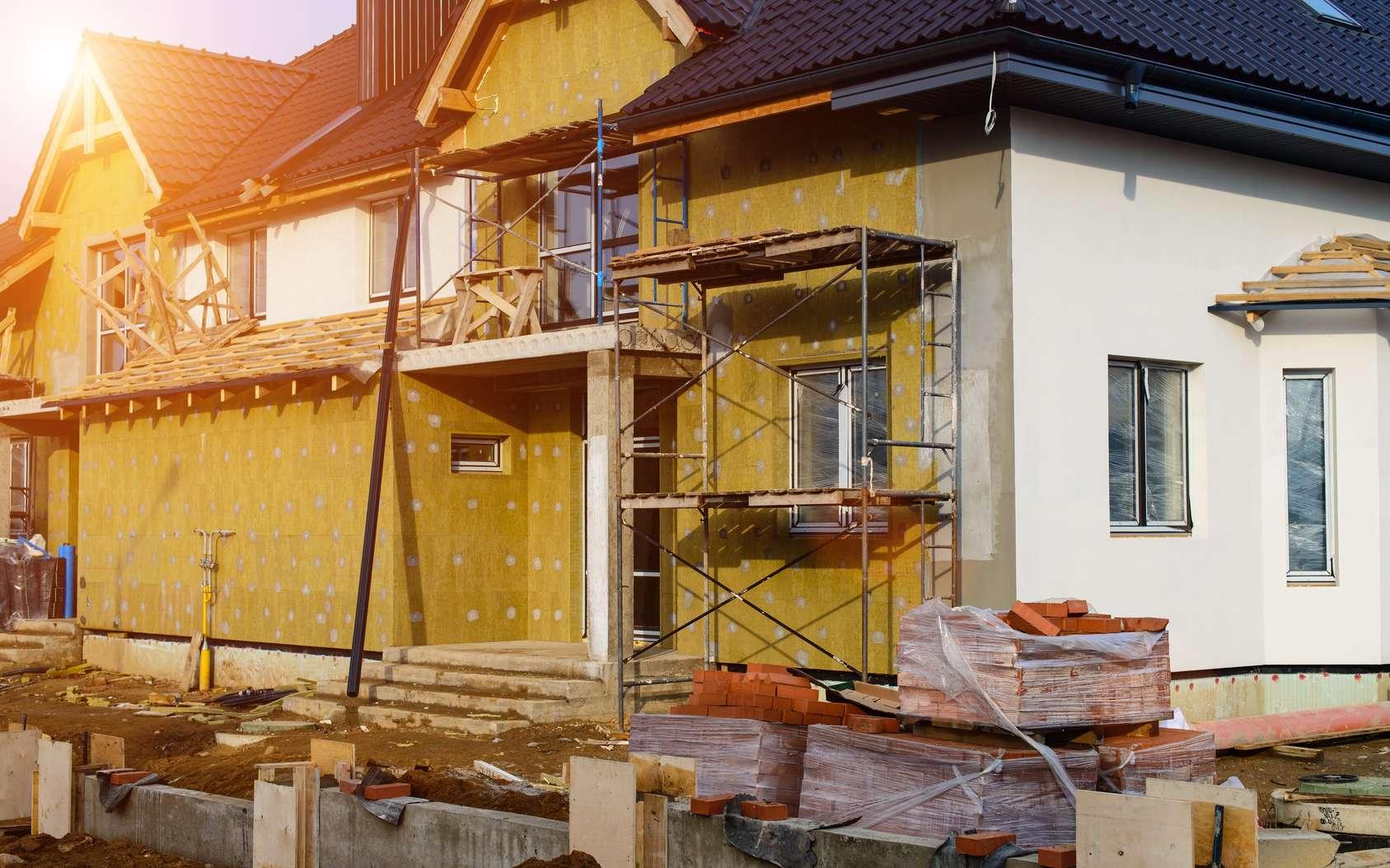 Isolation des murs extérieurs d'une maison avec de la laine minérale. © smspsy, fotolia