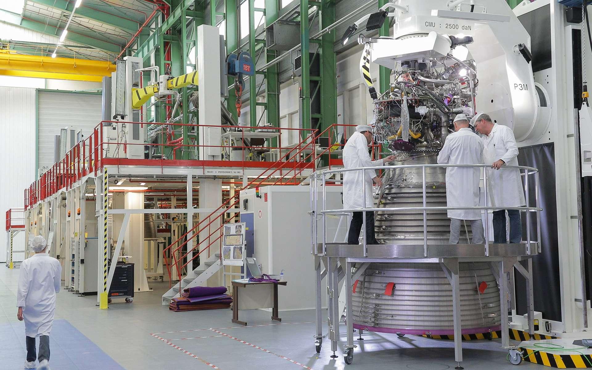 Un moteur Vulcain d'Ariane 6 en cours d'assemblage sur le site de Vernon d'ArianeGroup, dans l'Eure. © ArianeGroup Holding