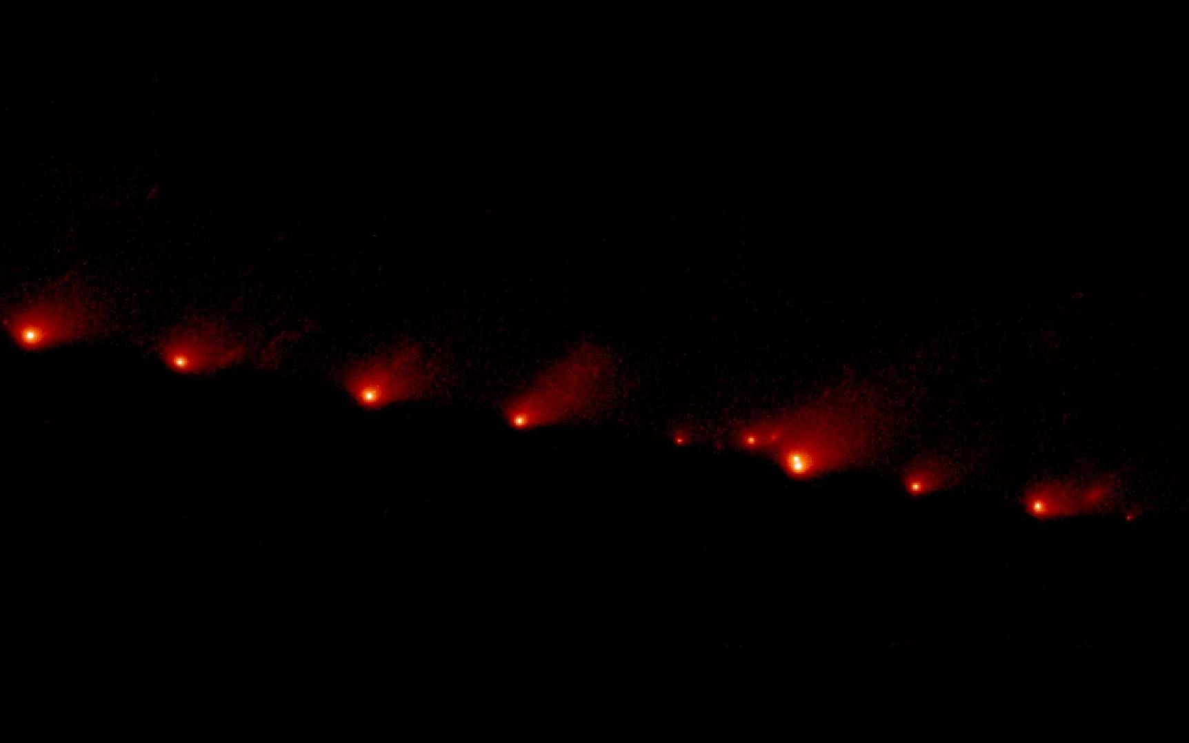 Fragments de la comète Shoemaker-Levy 9 vus par Hubble le 17 mai 1994. Cette image comprend presque tout les 21 fragments et s'étend sur environ 1.140.000 kilomètres, soit environ trois fois la distance de la Terre à la Lune. Les fragments ont touché Jupiter en juillet 1994. © Nasa/ESA H. Weaver and E. Smith (STSci)