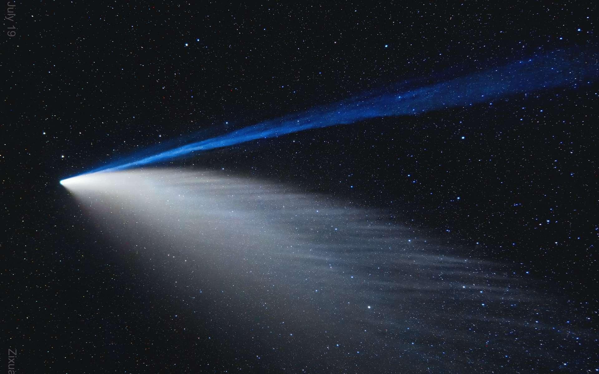 Magnifique photo de la comète Neowise montrant les perturbations de la queue de plasma et une queue de poussière peignée. © Zixuan Lin (Beijing Normal U.)