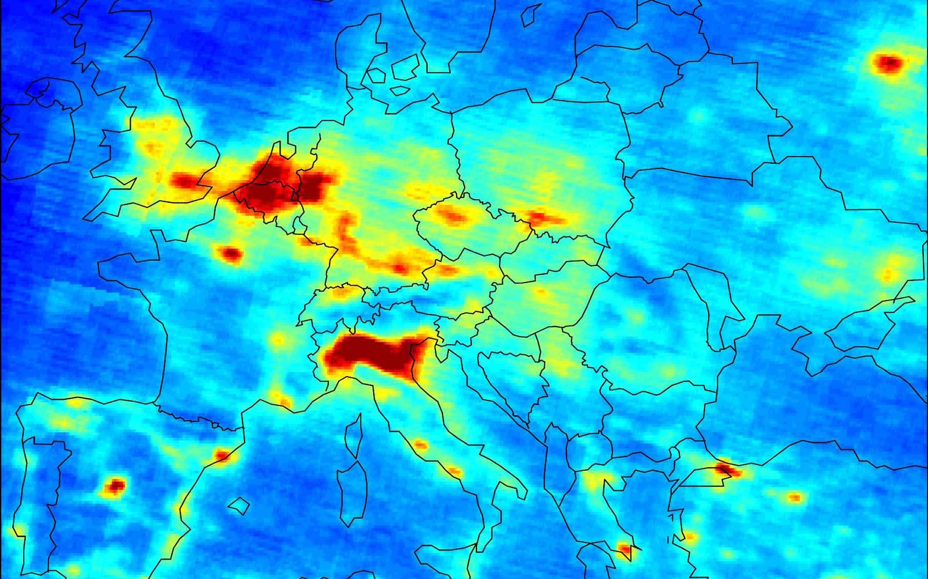 Carte mondiale du dioxyde d'azote, taux de NO2 sur l'Europe. Crédits ESA.
