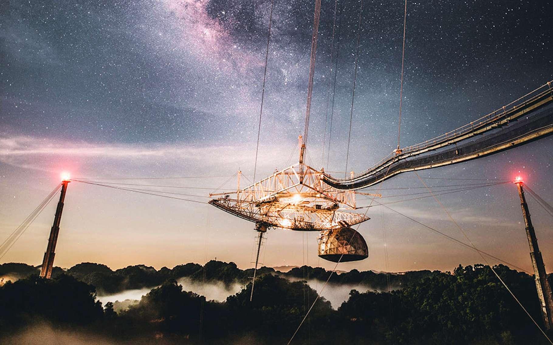 Le radiotélescope d'Arecibo, le 4 août 2020, juste avant la rupture du premier câble de support. © Université de Floride centrale