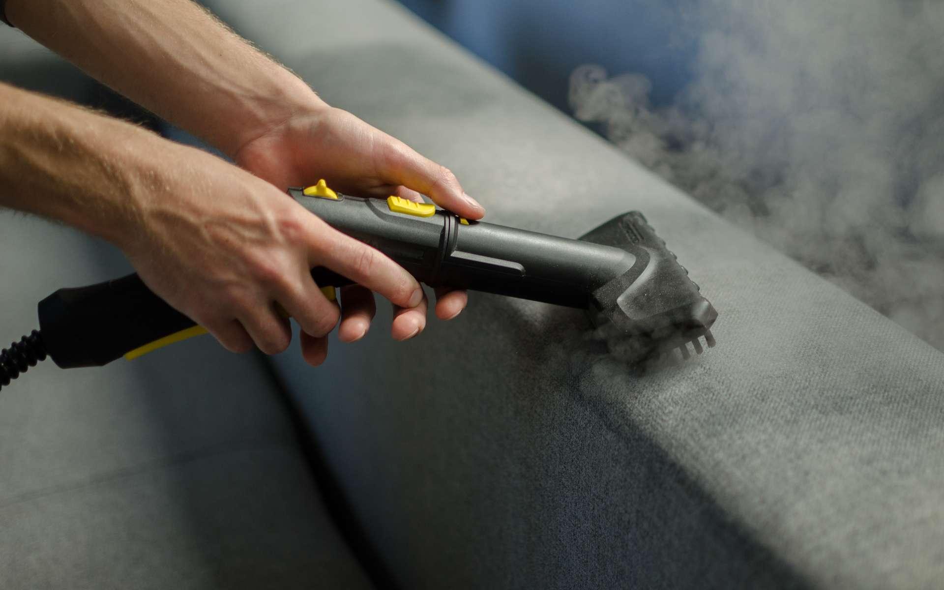 Nettoyer simplement toutes les surfaces avec un nettoyeur à vapeur. © Jeena, Adobe Stock