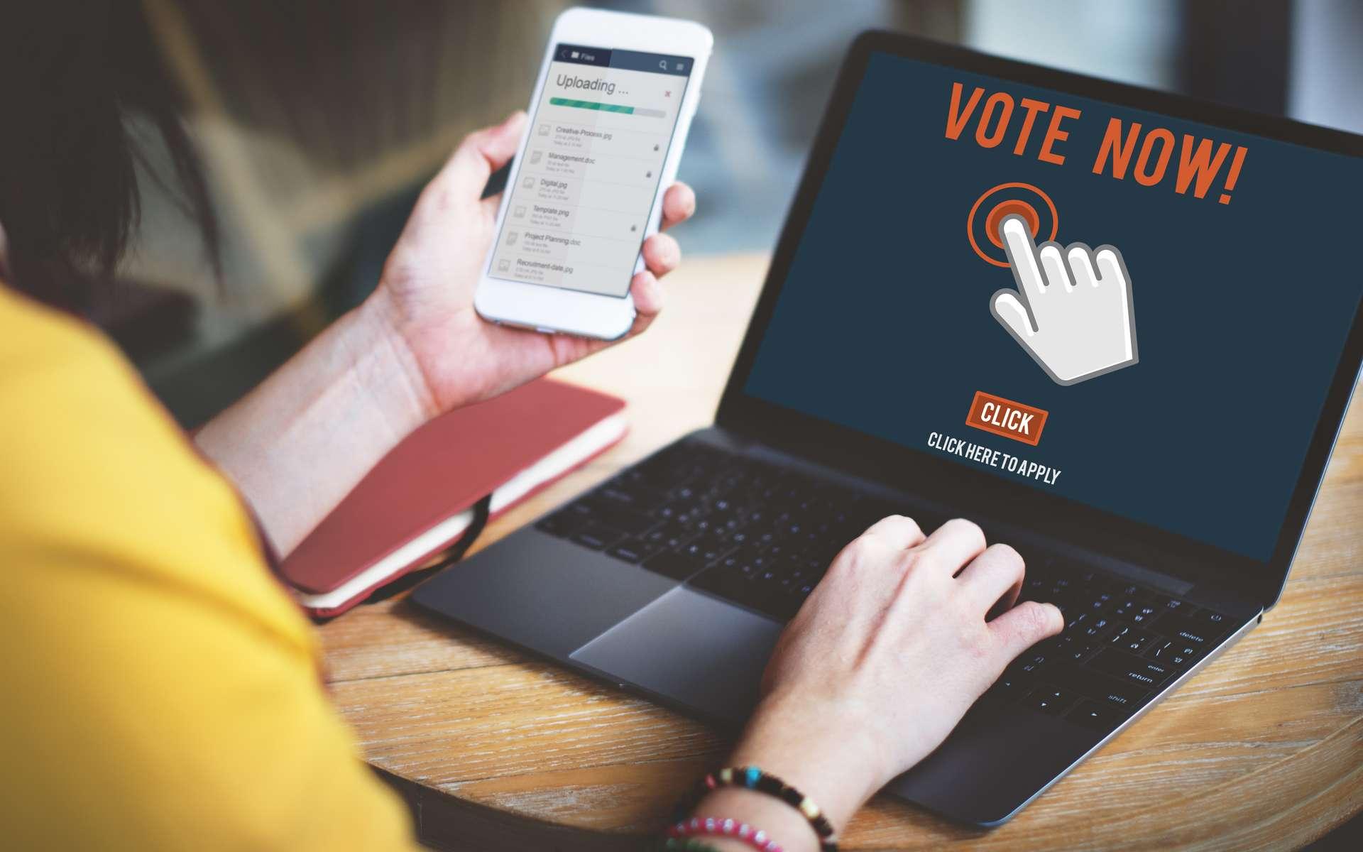 Le vote électronique est un confort pour les électeurs, qui n'ont plus besoin de se déplacer, mais nombreux doutent de la fiabilité du système. © Rawpixel.com, Adobe Stock