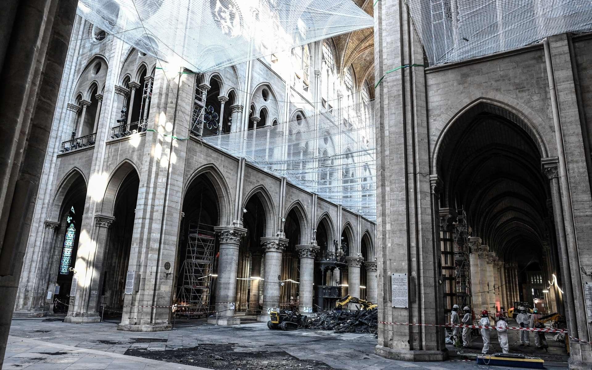 L'emblématique cathédrale de Notre-Dame de Paris était ravagée par un incendie mi-avril 2019. © Stéphane de Sakutin, Pool, AFP