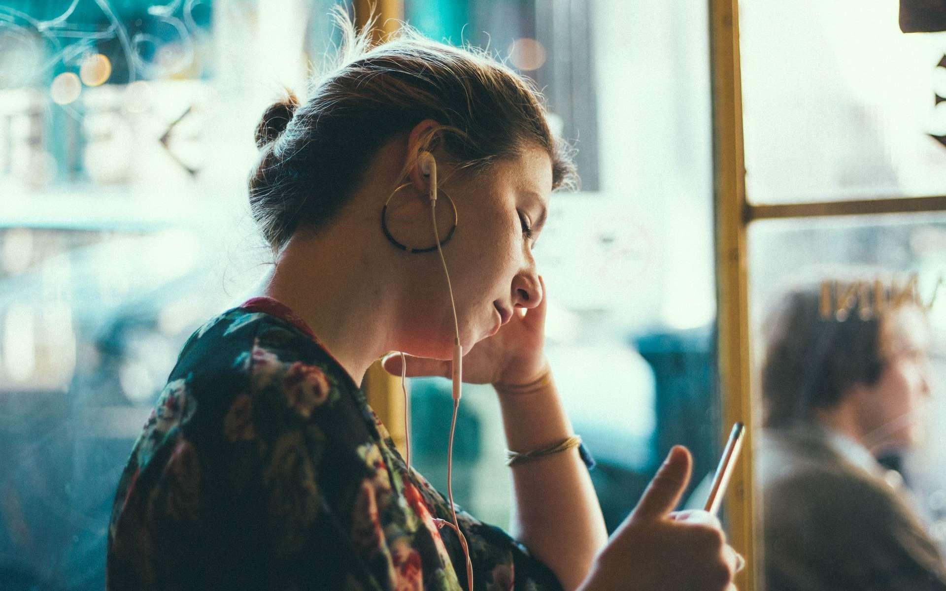 Un forfait mobile pas cher avec une grosse enveloppe data chez Auchan Télécom © StockSnap, Pixabay