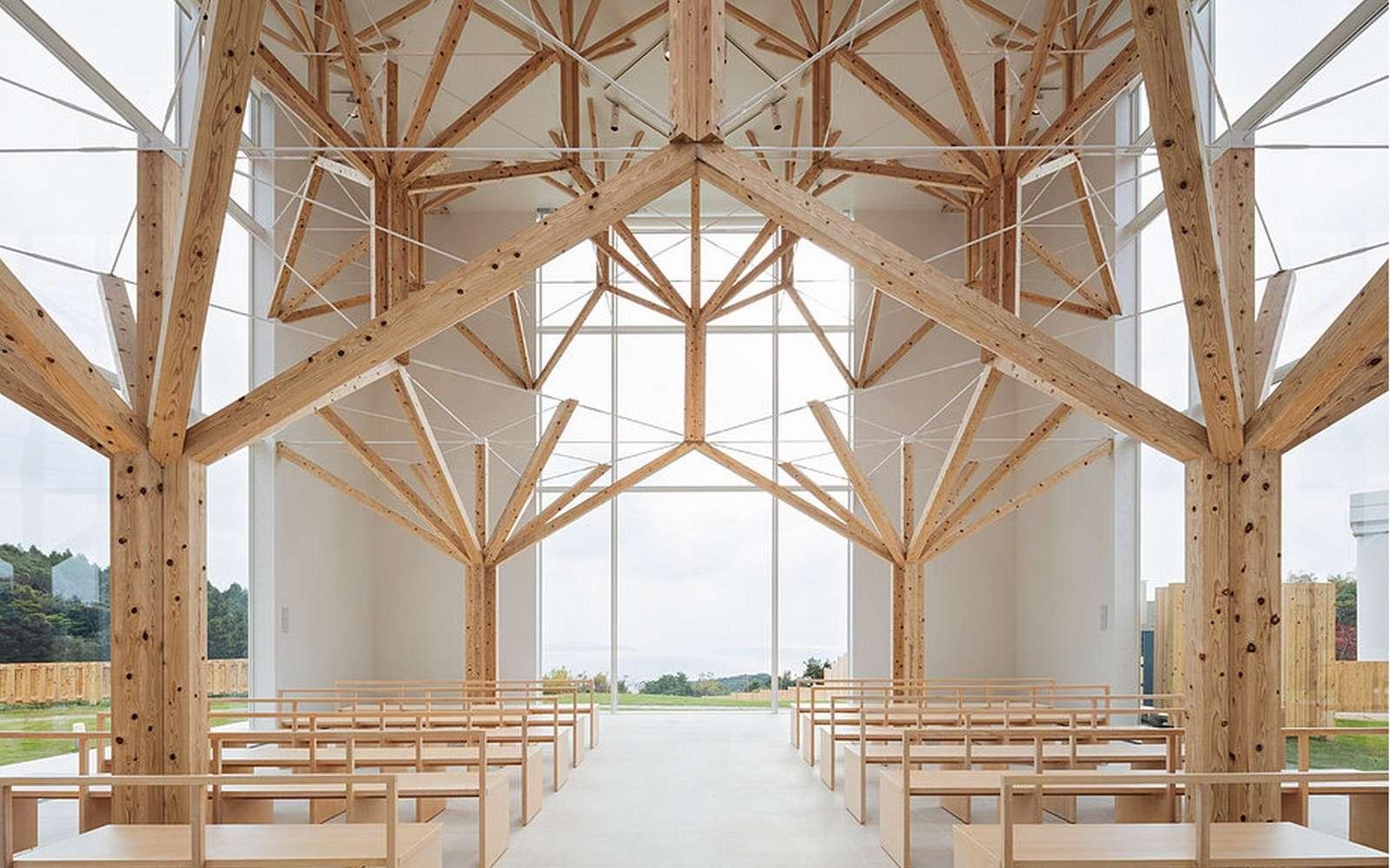 La structure en bois de la chapelle Agri évoque des fractales. © Yu Momoeda Architecture Office