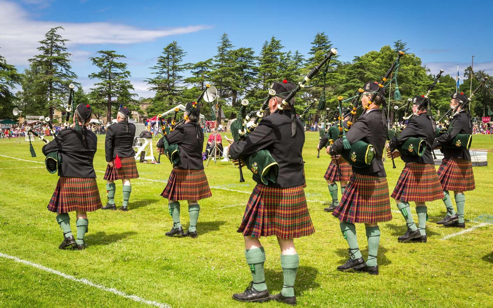 Orchestre de cornemuses lors des Highland Games en Écosse. © A. Karnholz, fotolia