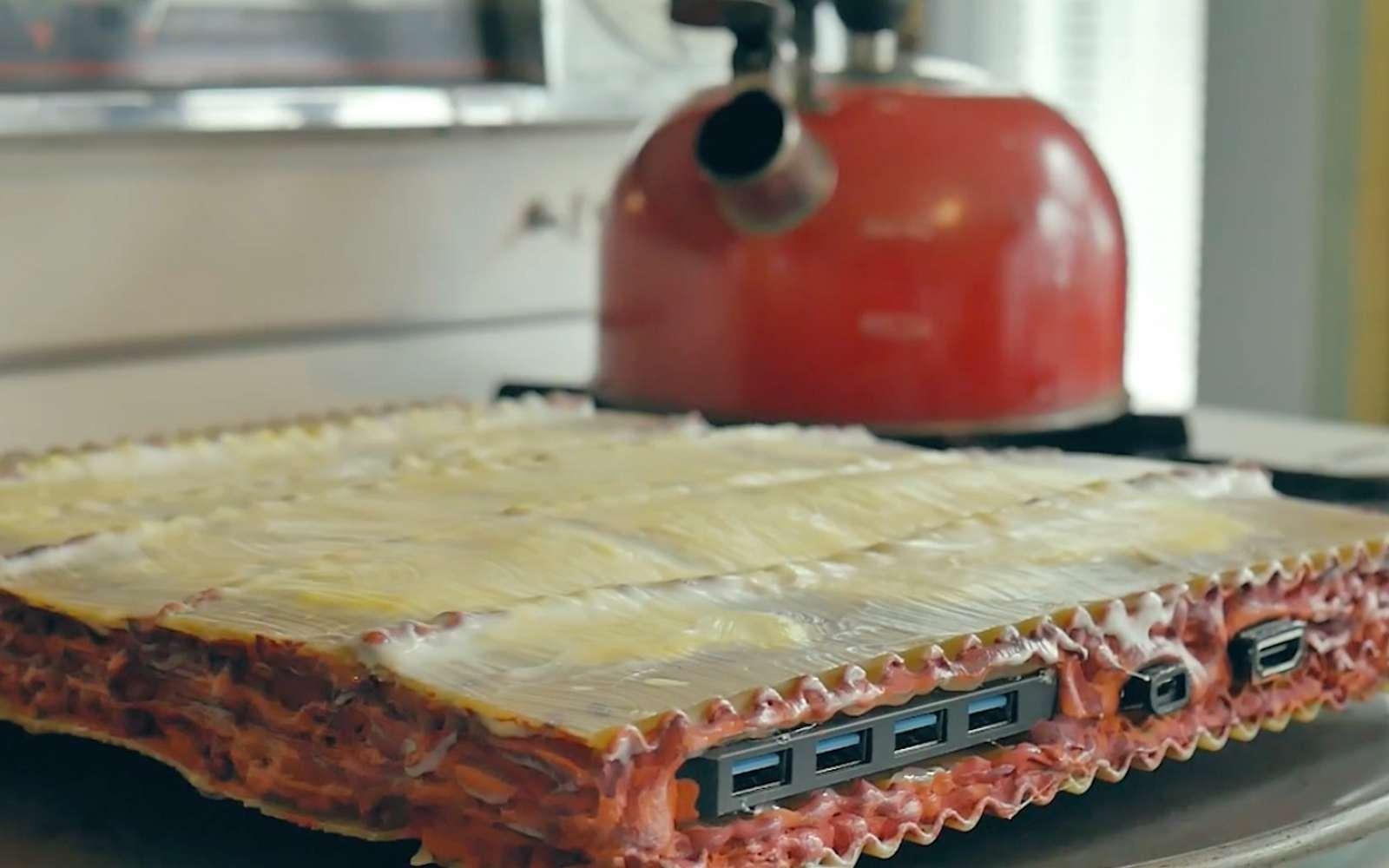 Prises USB, bouton d'alimentation, processeur, carte mère... Il ne manque rien à ses lasagnes PC. © Micah Laplante
