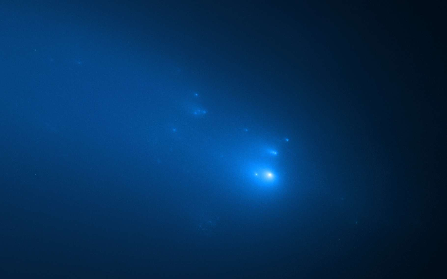 Le télescope spatial Hubble offre aux astronomes les images les plus nettes à ce jour de la fragmentation de la comète Atlas. © Nasa, ESA, D. Jewitt (UCLA), Q. Ye (University of Maryland)
