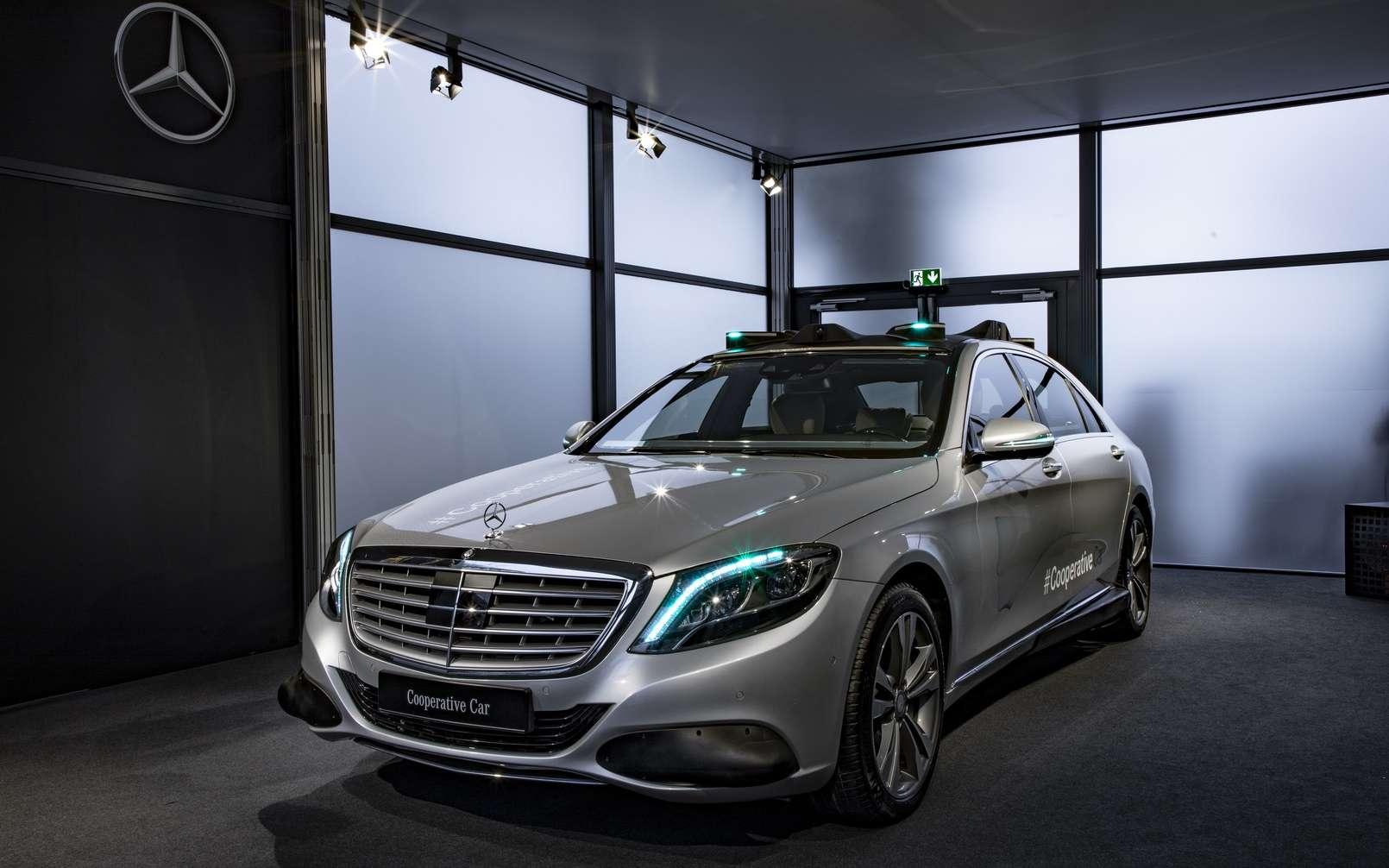 La voiture autonome « coopérative » selon Mercedes-Benz. © Daimler